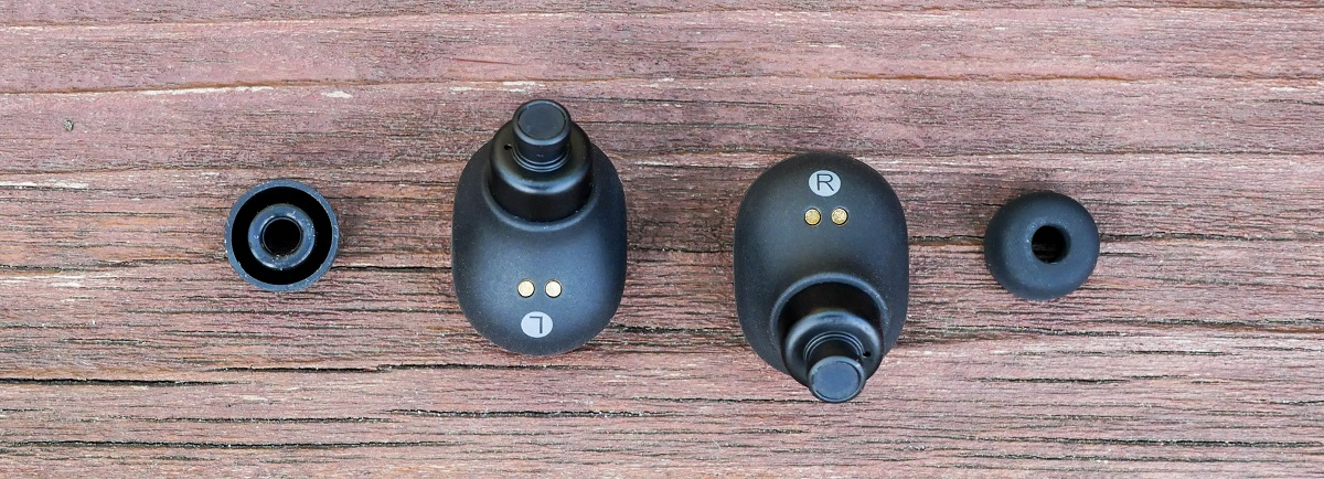 Displaying the left and right earbuds and the included eartips for the Purdio Airon. To note this is a full wireless earphone which uses no cables to attach the units.