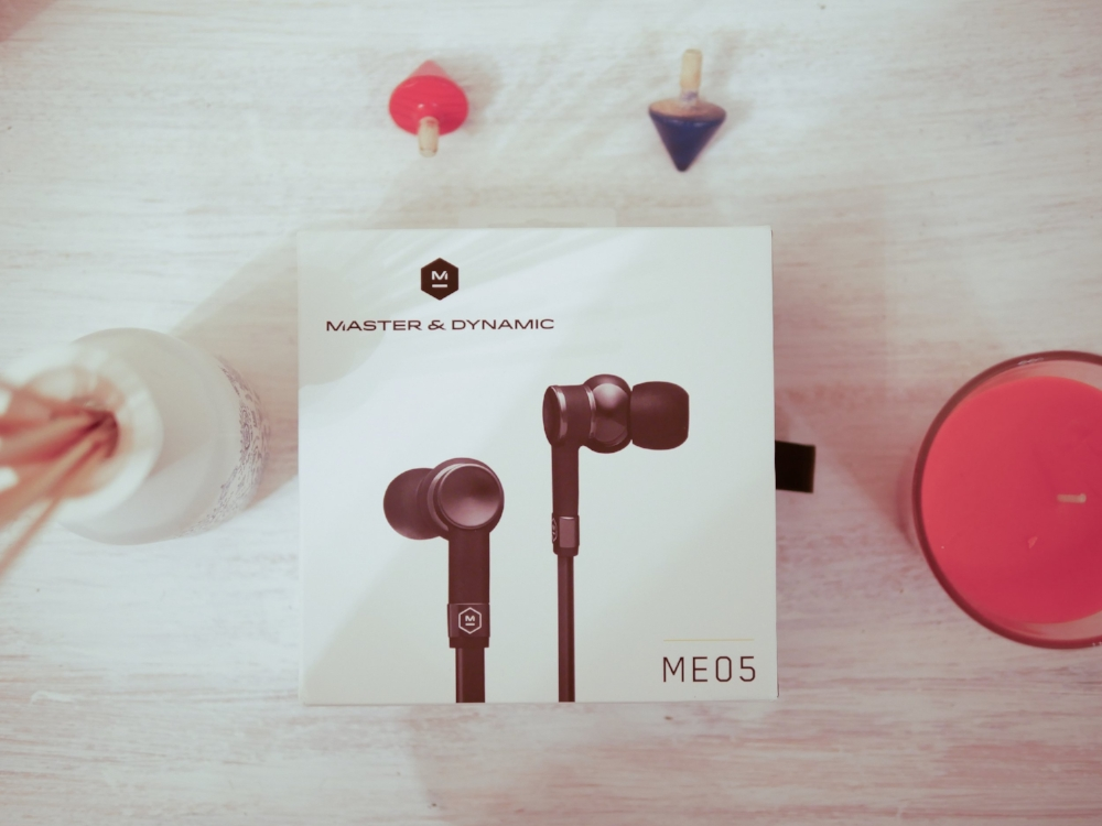 The packaging and accessories that come with the Master & Dynamic impressed us throughout this review