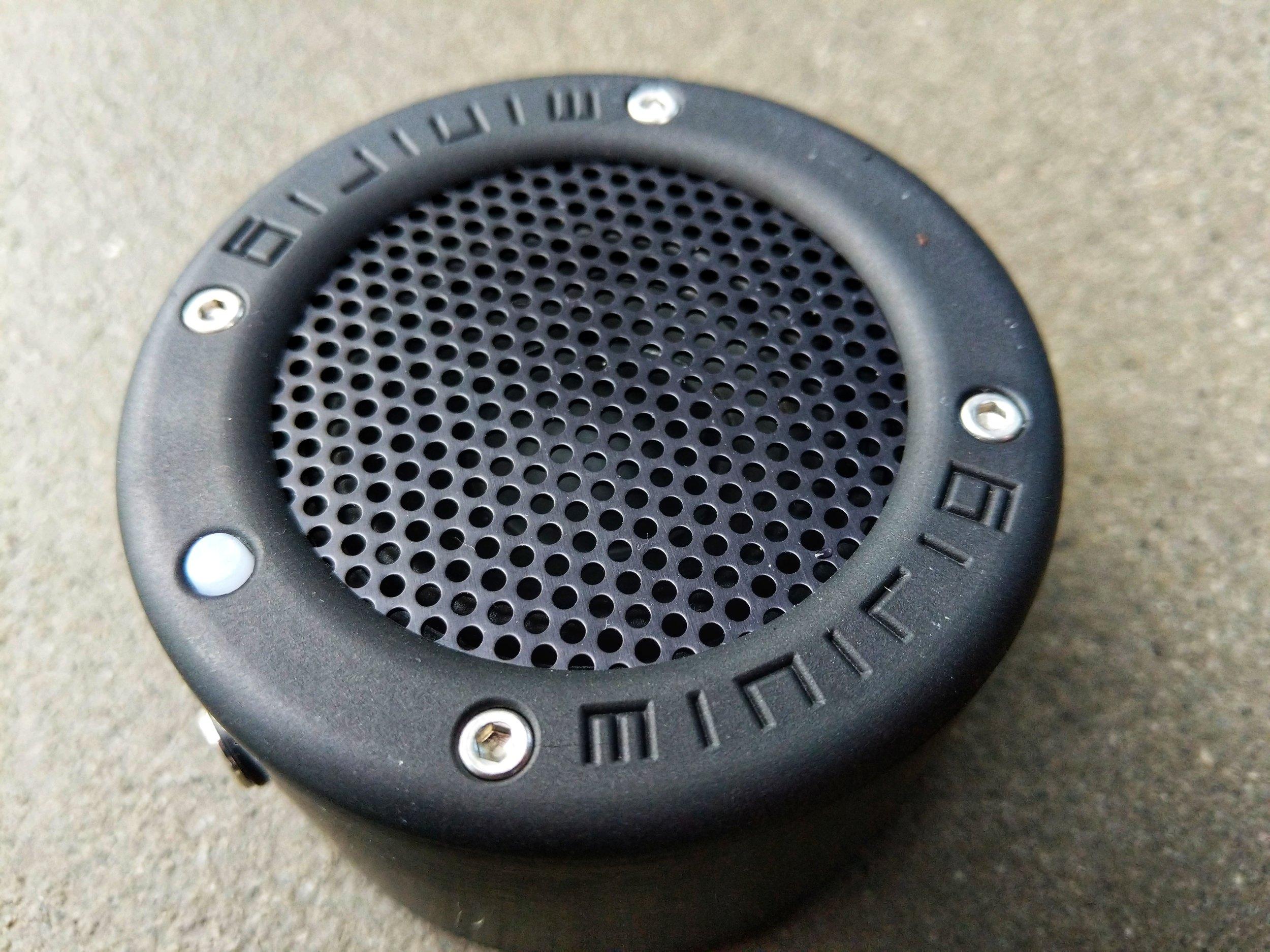 MInirig-Mini-Bluetooth-Speaker-3