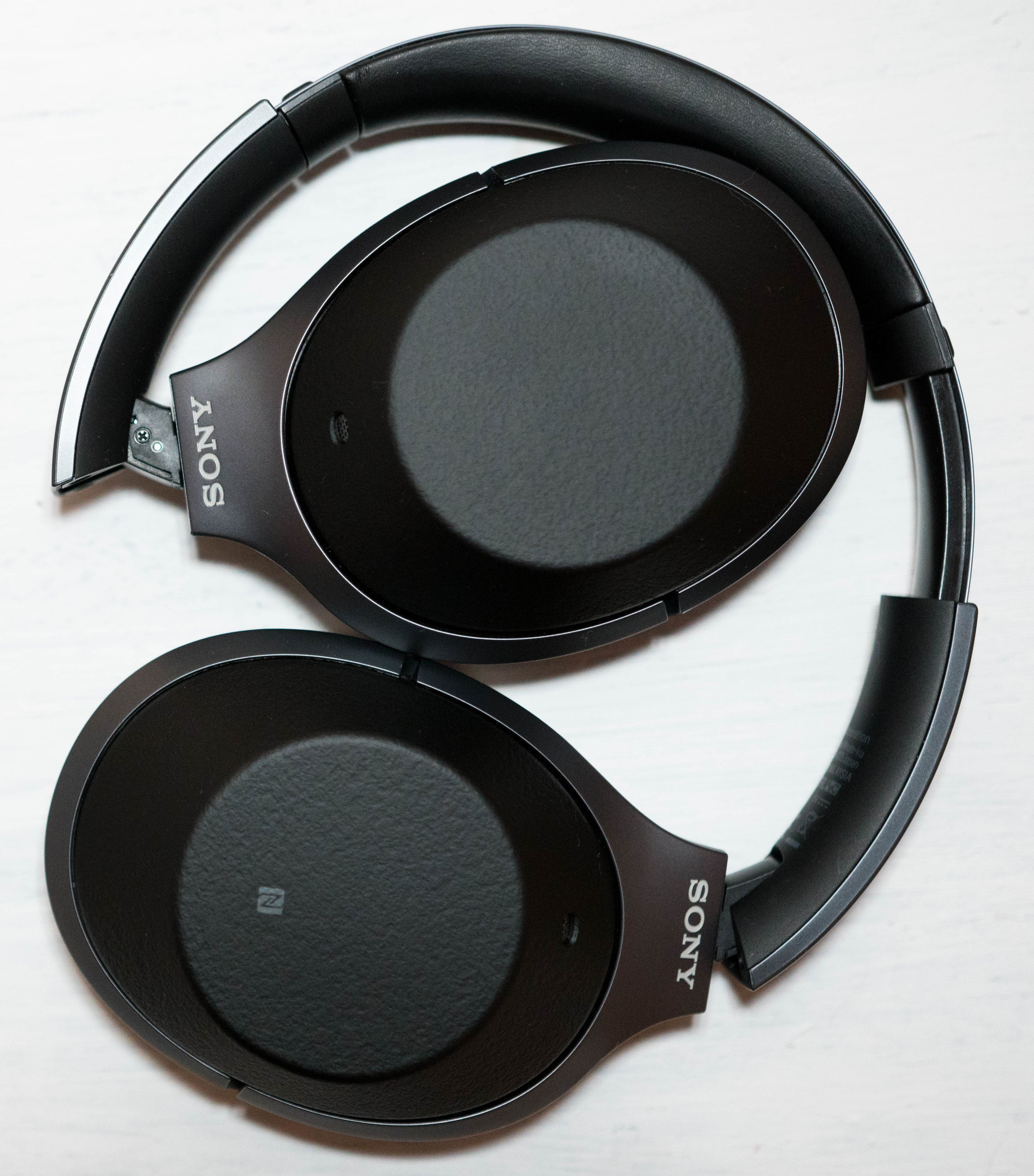 Sony WH-1000XM2 the best noise cancelling wireless headphones in the world.