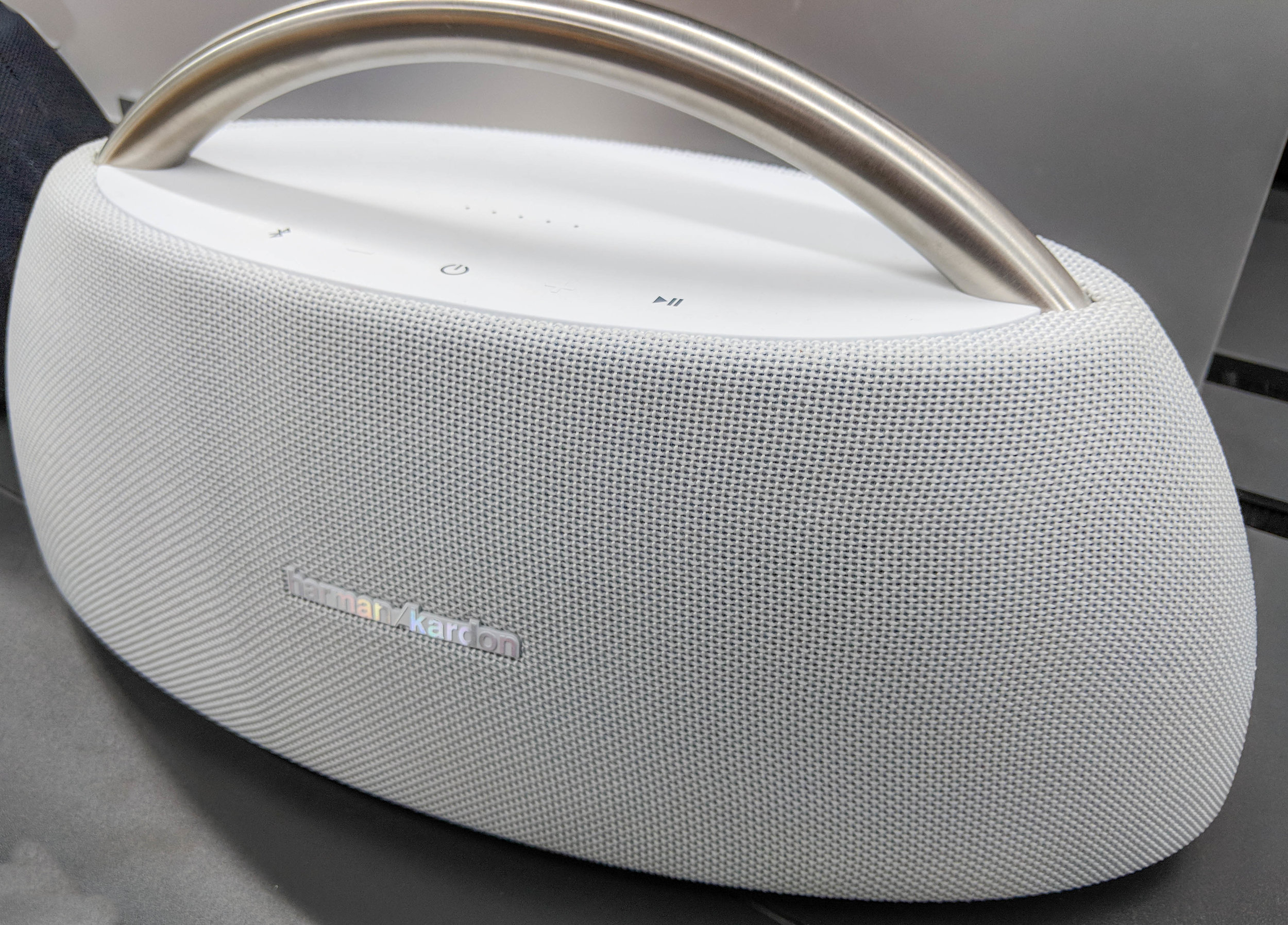 Harmon Kardon go + play review. Wireless bluetooth speaker with excellent bass.