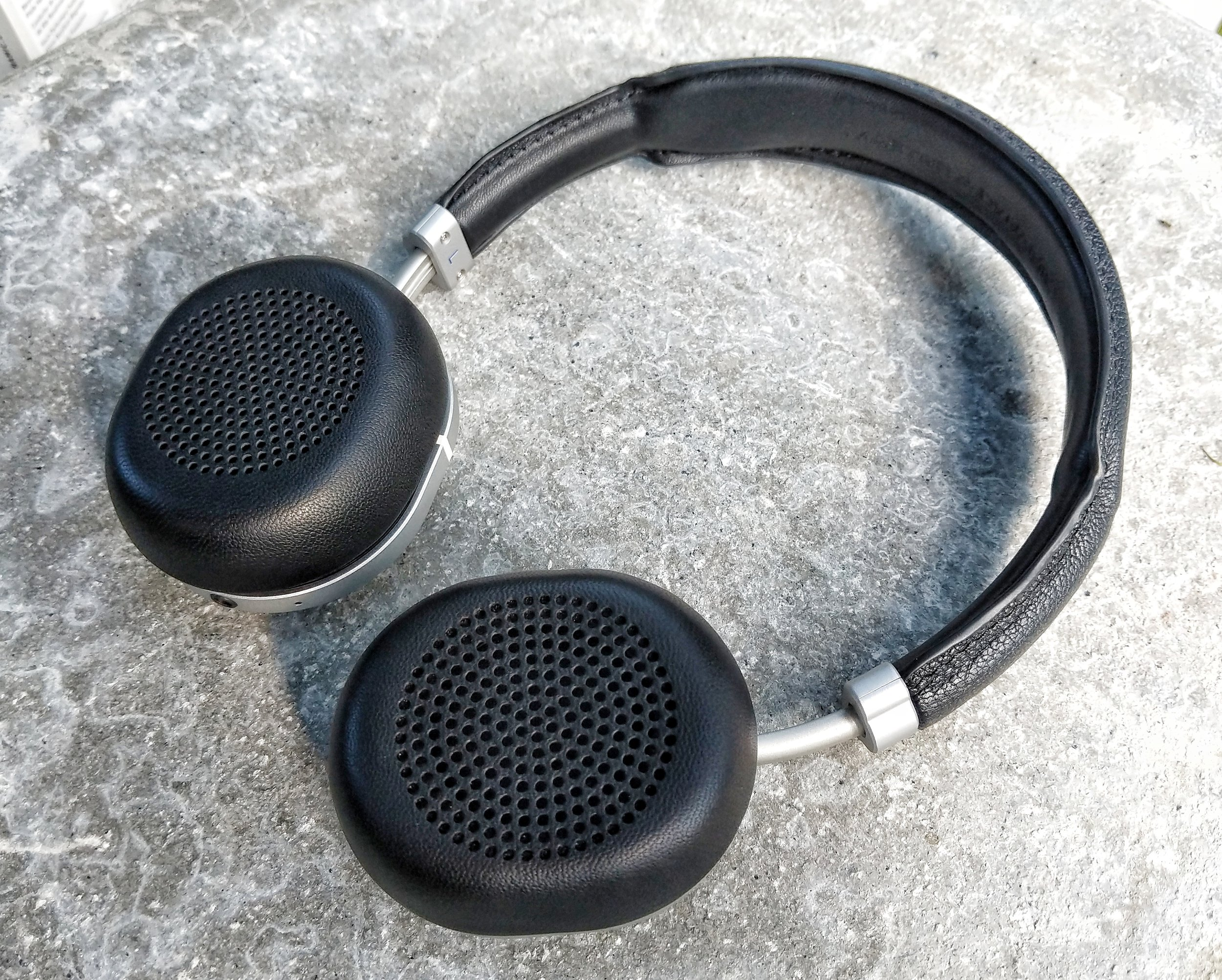 Master & Dynamic MW50 with small earpad attached.