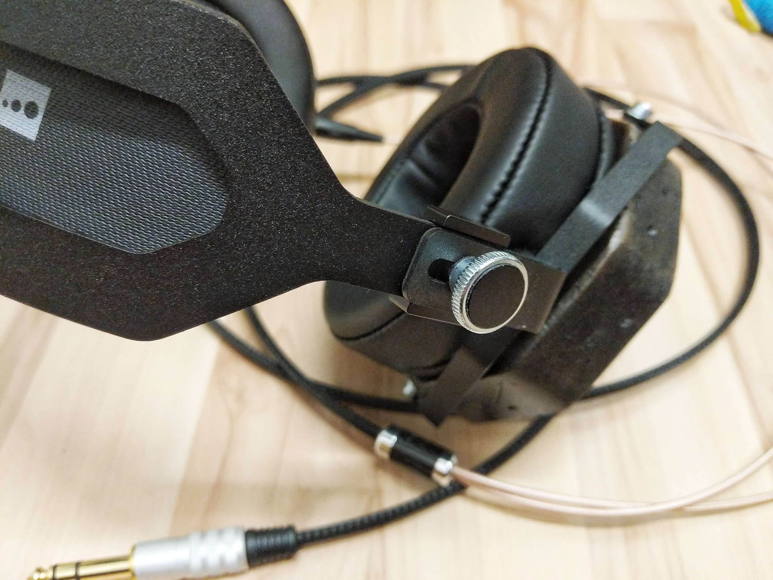 earcup adjustments and testing on the Erzetich Mania Headphone.