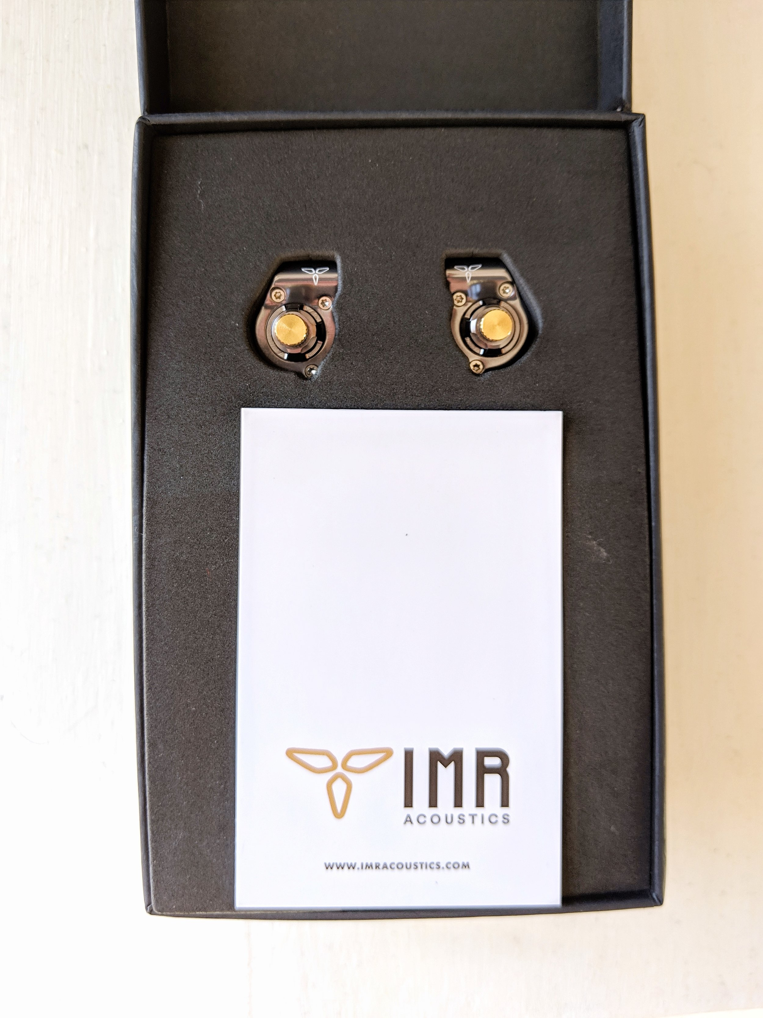 IMR R1 Zenith review box and accessories for audiophile earphones.