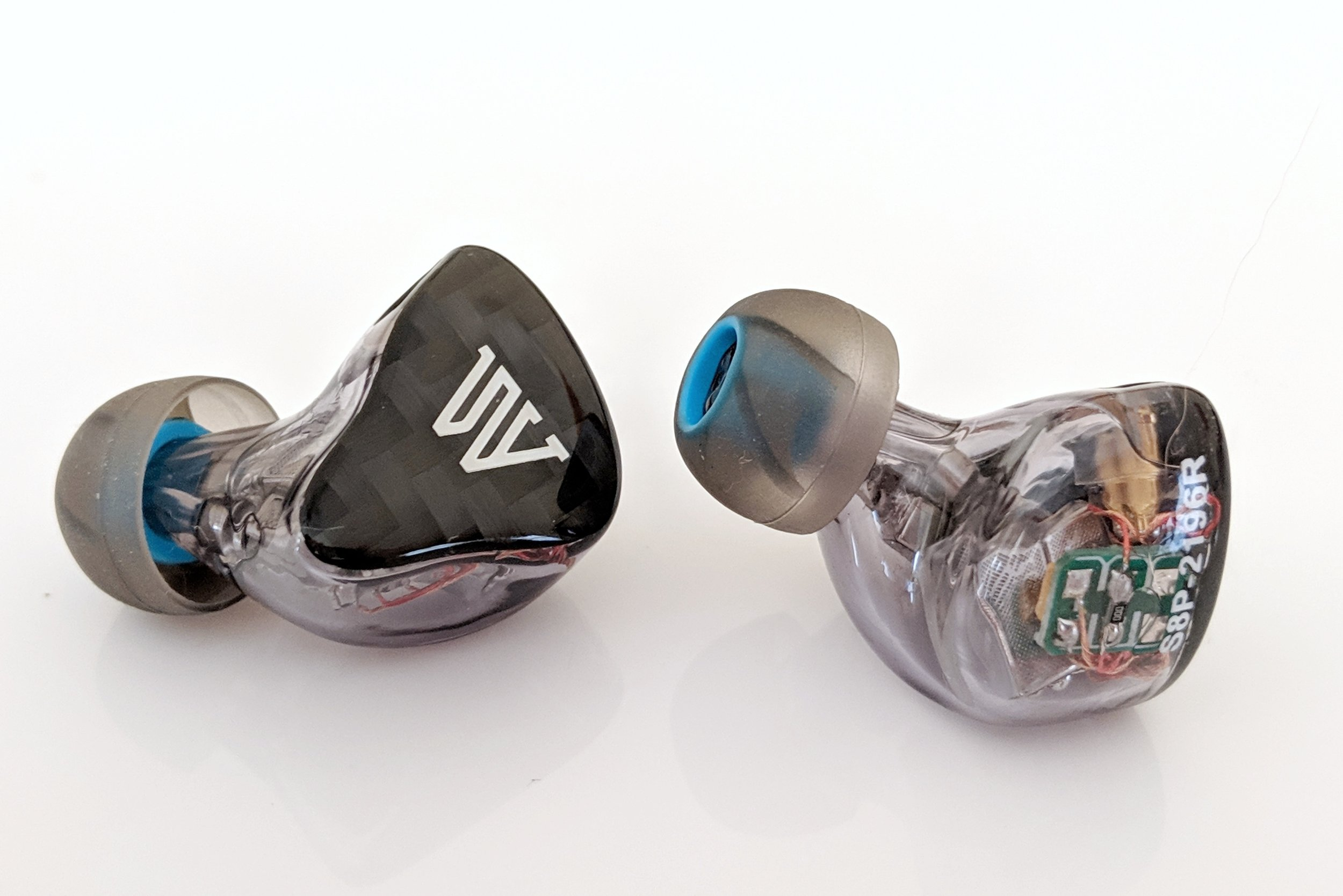 Another beautiful photo of the S8P and the setup of the balanced armature drivers on the insides of the IEM housing. Fearless Audio offers a number of different customization options at an additional const but we were very impressed with the design that we were sent for review.
