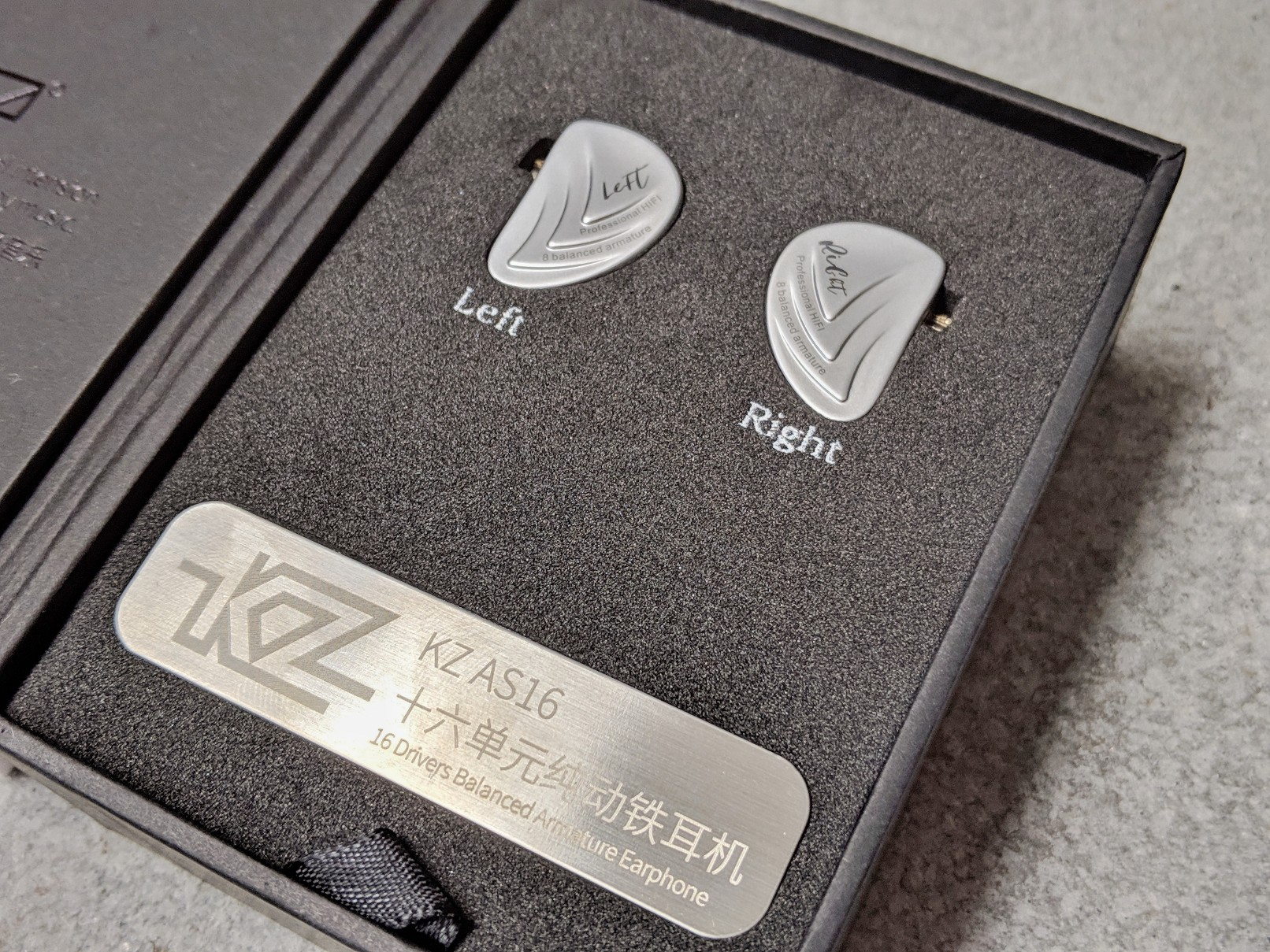 KZ AS16 box and packaging.