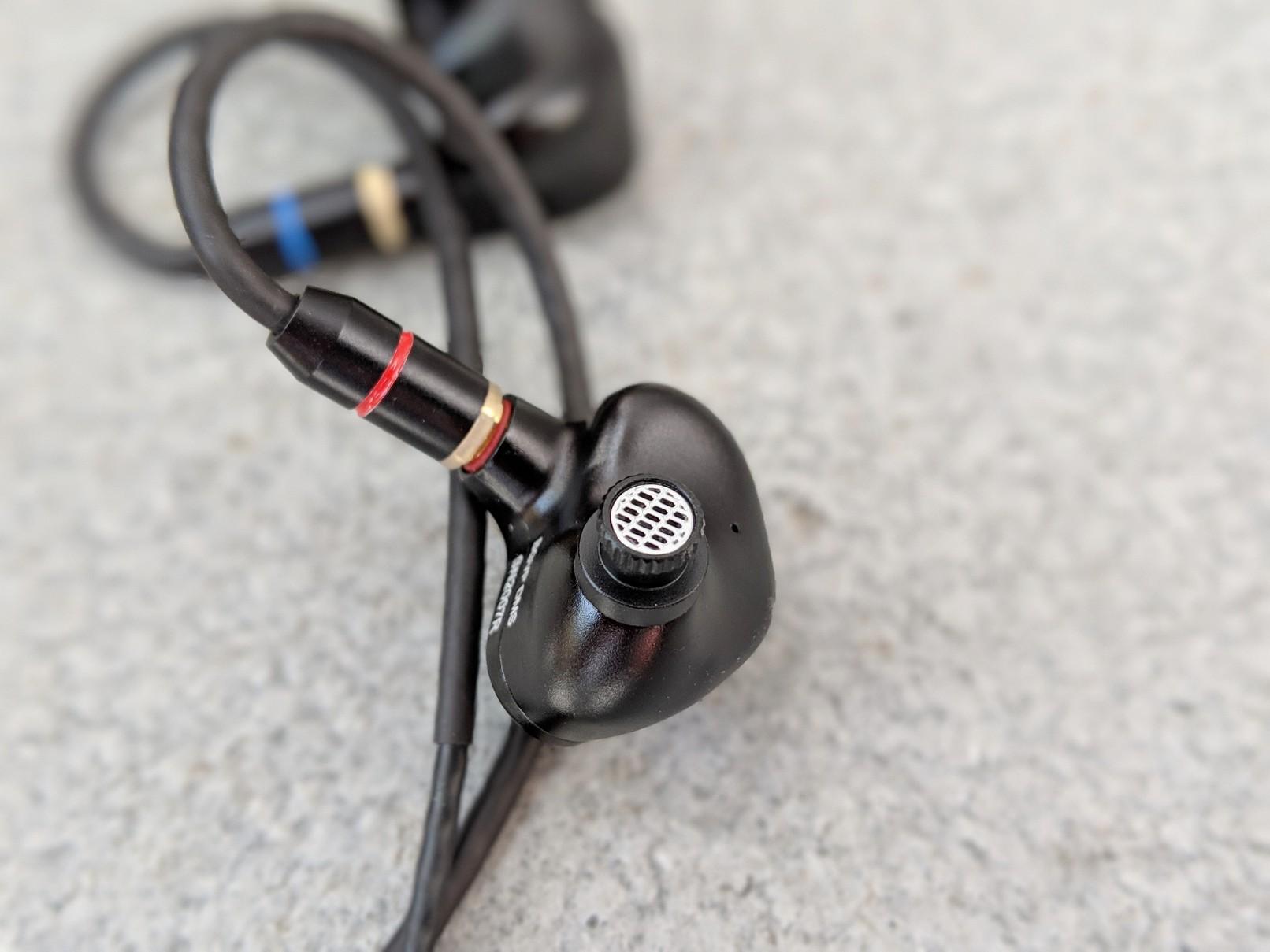 BGVP EARPHONES. DMS.