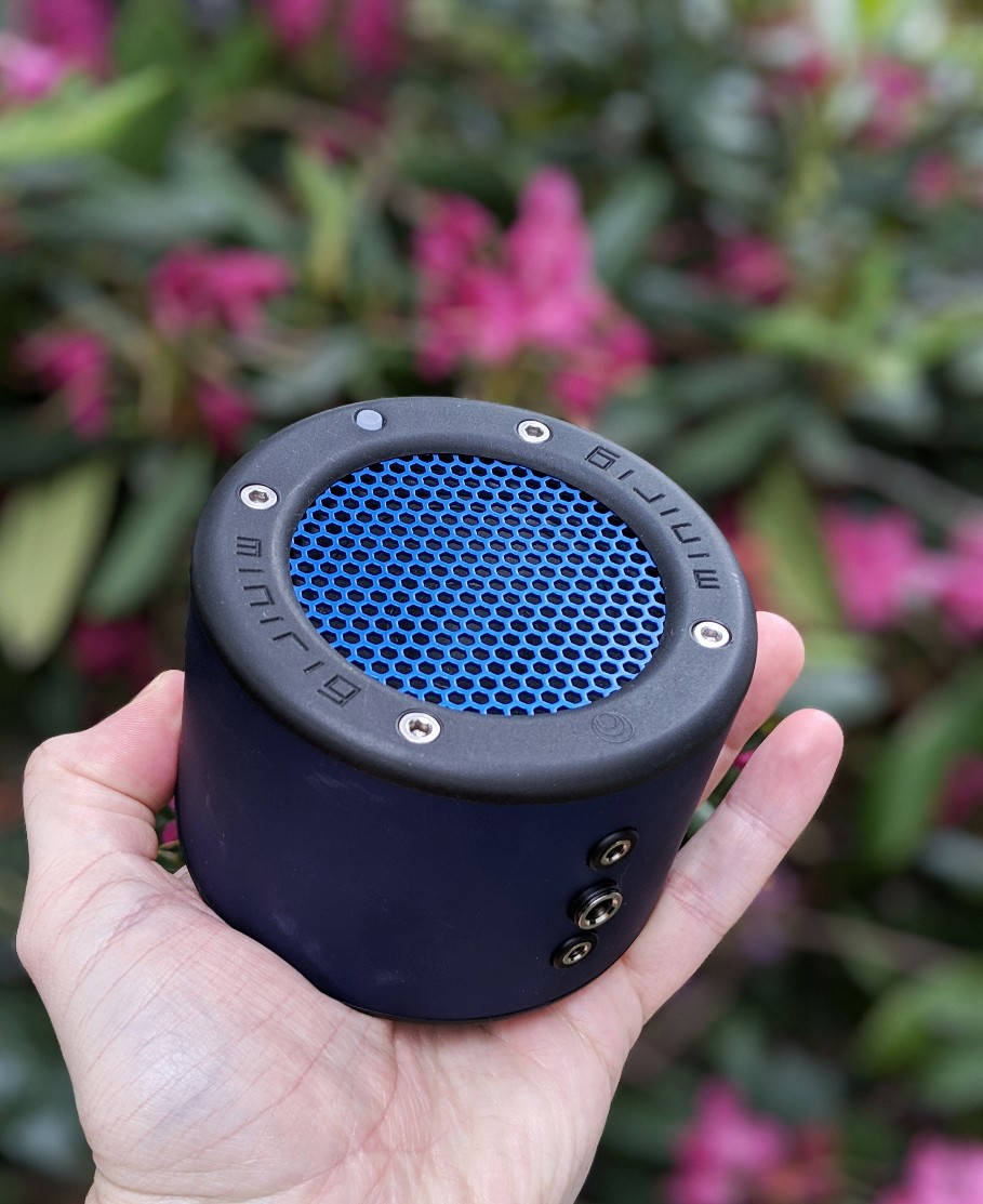 The Minirig 3 gets incredibly loud yet it still fits in the palm of your hand.