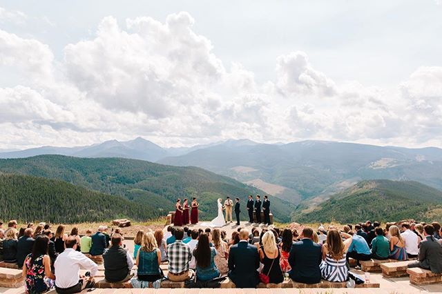 I love a lot of things about this photo. Obviously, the view is insane… talk about one of the most incredible ceremony locations. I also love that you can see so many of Sally and Corey's guests! They had family and friends travel from all over the country to celebrate their marriage. These two are so loved. We just posted Sally and Corey's previews over on our FB page from their wedding this past weekend! #lizzieandmarco