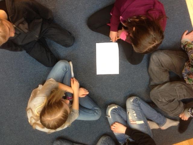 Bild 3. Projekt Identitet. Introduktion. Workshop 1 Grupperna sätter igång med idéer till spelade scener.jpg