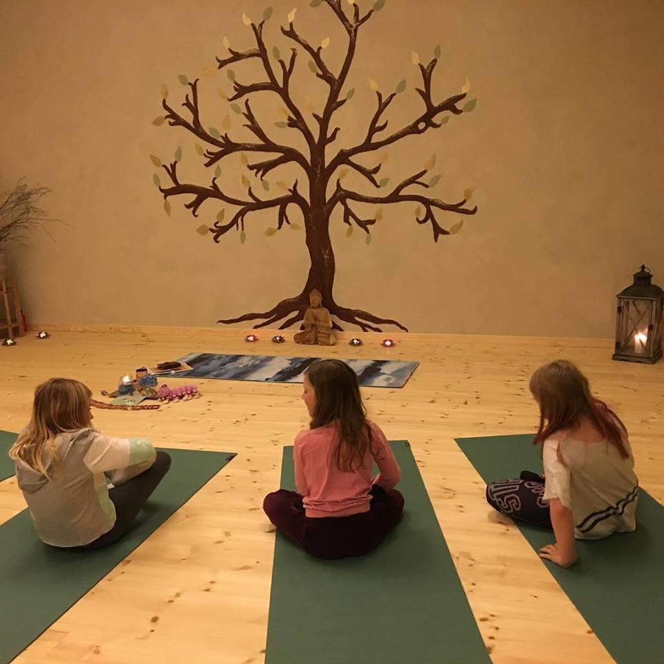 Kreativ Familje Yoga_2.jpg