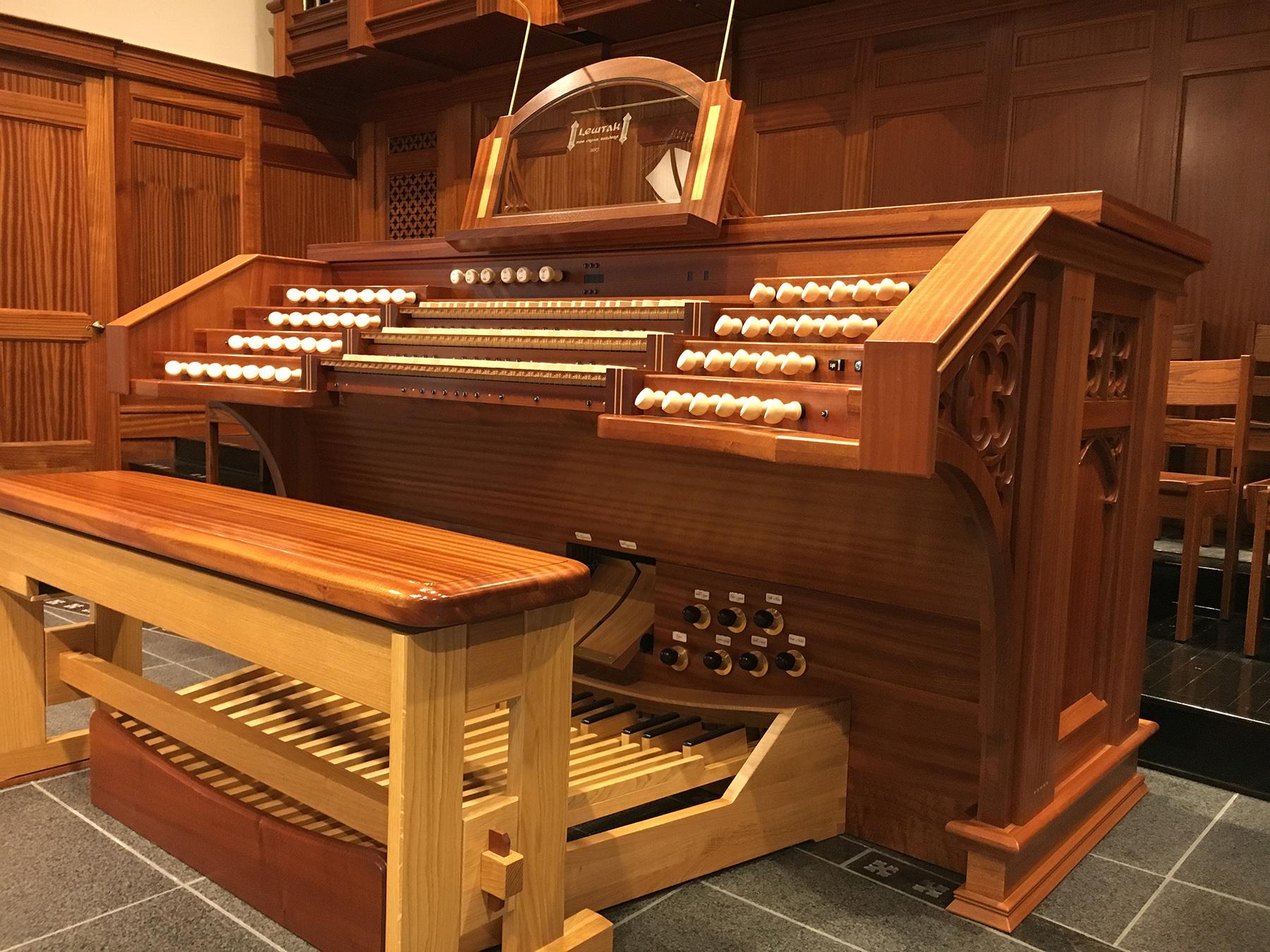 Shandon Presbyterian Church - console side view