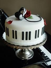 piano cake.jpeg