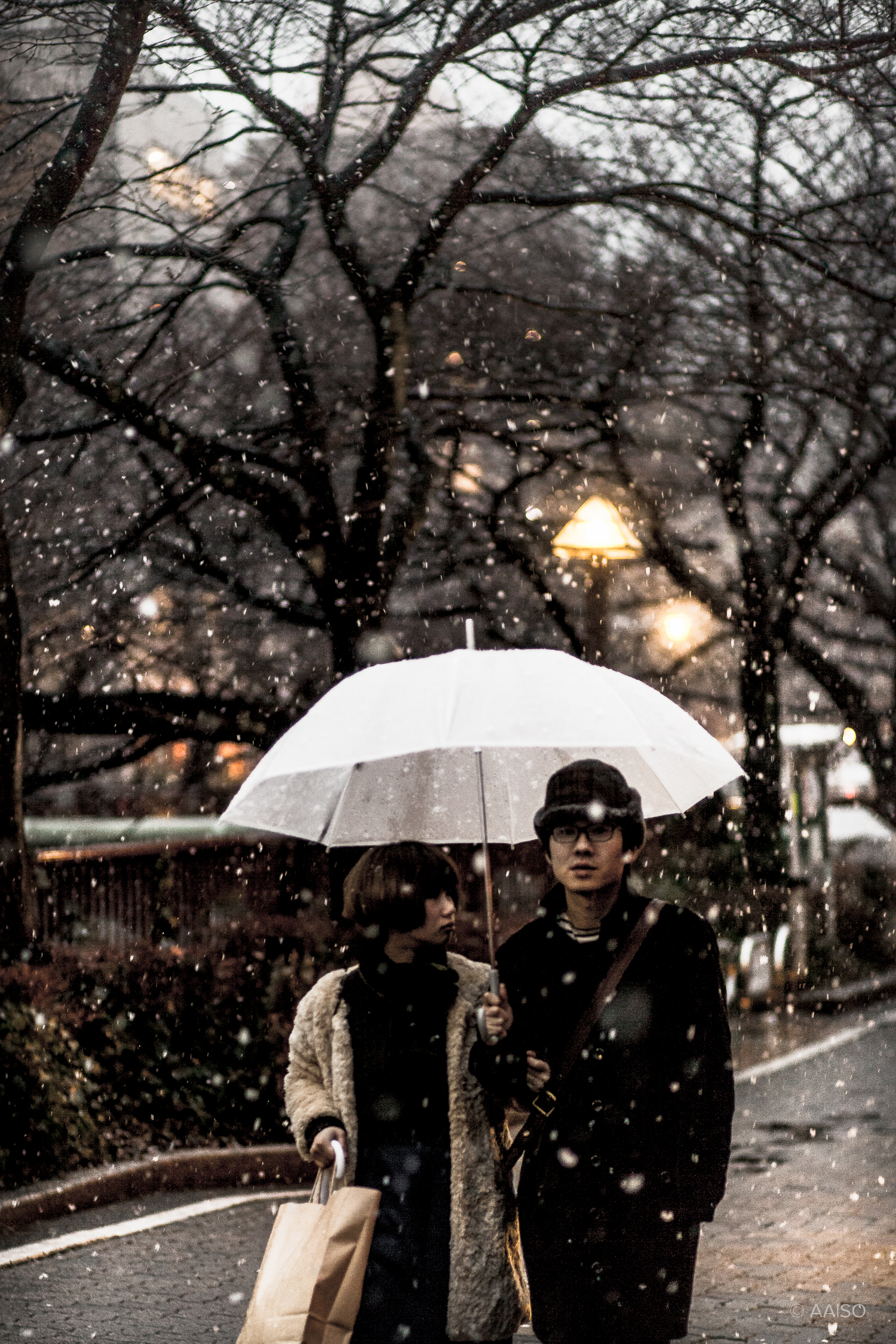 Japanese couple in the snow, near Nakameguro