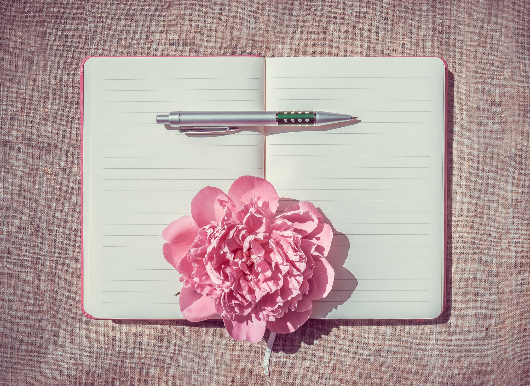 Write your own inspiring ideas and goals down to keep track! #balance #wellbeing #healthyhabits #radiantskin