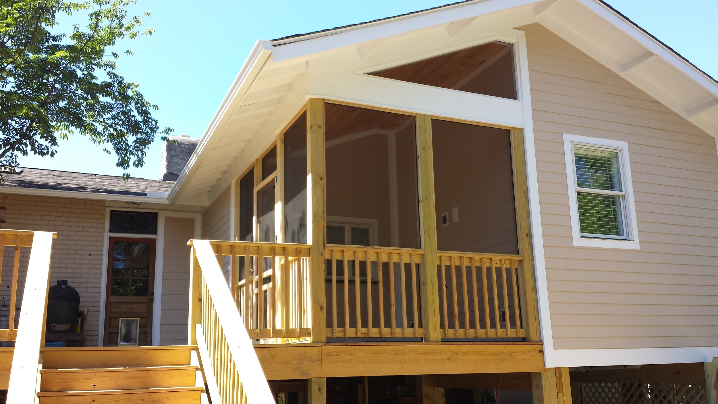 Custom deck and screened porch complete this north Chattanooga renovation.jpg