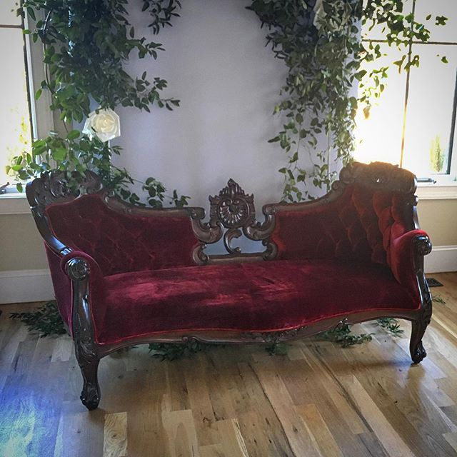 Our Juliet sofa is breathtaking!! Wouldn't this look stunning for bridal portraits?! . . @r.a.e.makeupartistry @aharrisonphoto