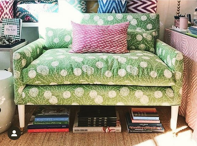 Perfect seating area. Perfect pattern play. Project by the talented @jessicabuckleyinteriors  Our Palermo in Apple covers this settee just beautifully.  We're ready to kick up our feet and read a good book 🍏🍏🍏🍏🍏 #carolinairvingtextiles #palermo #jessicabuckleyinteriors