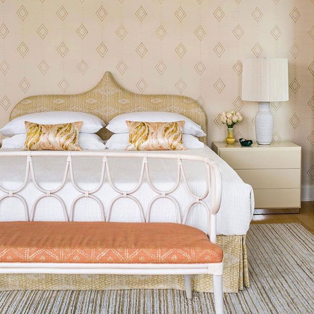 Serene Friday vibes 🧡🧡 !! Work by @angiehranowsky ... love everything about this. From the custom wallpaper designed by @angiehranowsky and the fabulous bench upholstered with our Zig Zag in Coral #carolinairvingtextiles