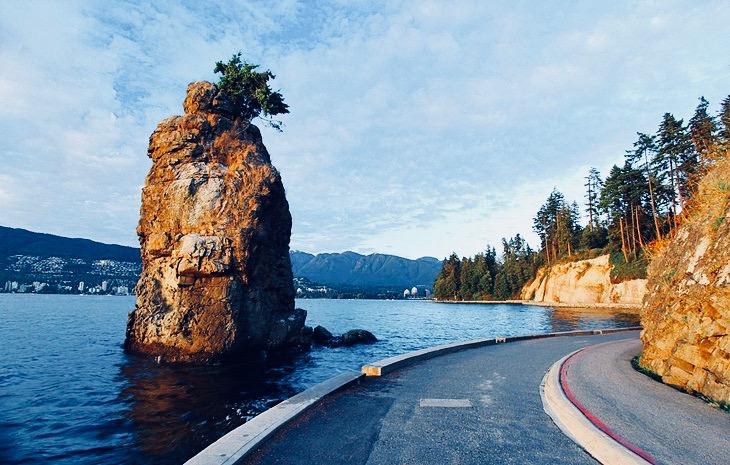 canada-vancouver-stanley-park-seawall-2.jpg