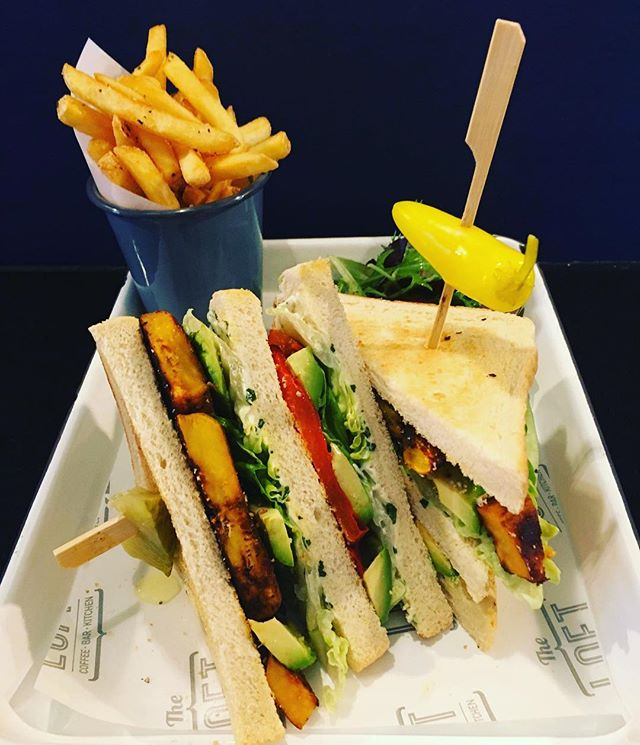 New dishes alert!! 🥞🥒🥑🍅🥪 our new winter menu is now LIVE! On first look this may appear to be our famous killer club sandwich... but it is our NEW mega veggie club containing smoky sweet potato 🍠 roasted peppers, basil mayo and more.... we have a new Winter Glow Bowl 🍲 an AMAZING carrot cake porridge, a new style of avocado on toast 🥑 new hot chocolates AND our famed big soup is back! We're serving food 9:30am - 3pm today 🙌 then don't forget our late night shopping event in @sparksyardarundel with super special offers, Prosecco and mince pies 😍🥂🥧 #theloft #arundel #newmenu #newdishes #wintermenu #warming #arundeleating #glowbowl #westsussex