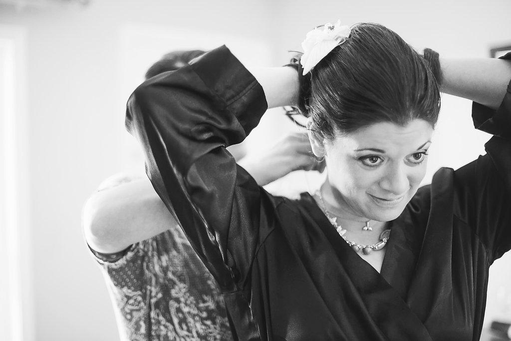 Laura + Matt Featured DIY Wedding // The Overwhelmed Bride Bridal Lifestyle + Wedding Blog // Getting Ready