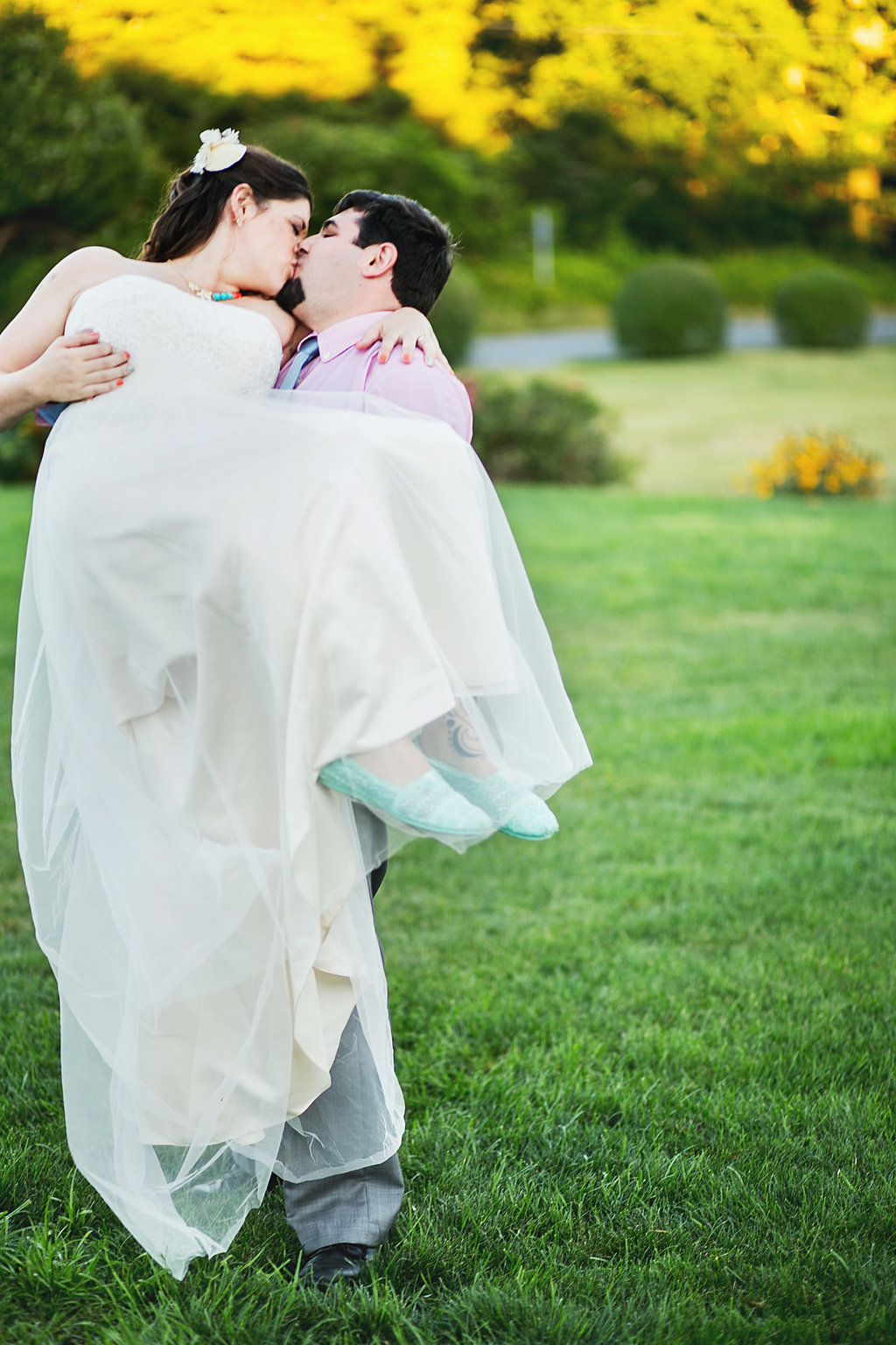 Laura + Matt Featured DIY Wedding // The Overwhelmed Bride Bridal Lifestyle + Wedding Blog // Wedding Photography