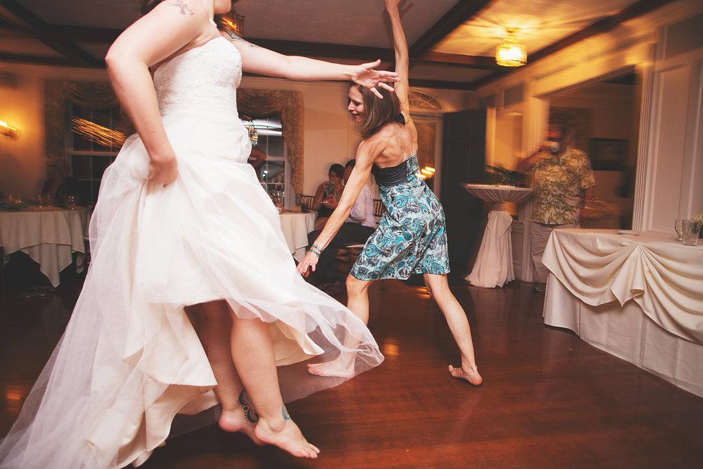 Laura + Matt Featured DIY Wedding // The Overwhelmed Bride Bridal Lifestyle + Wedding Blog // Dancing