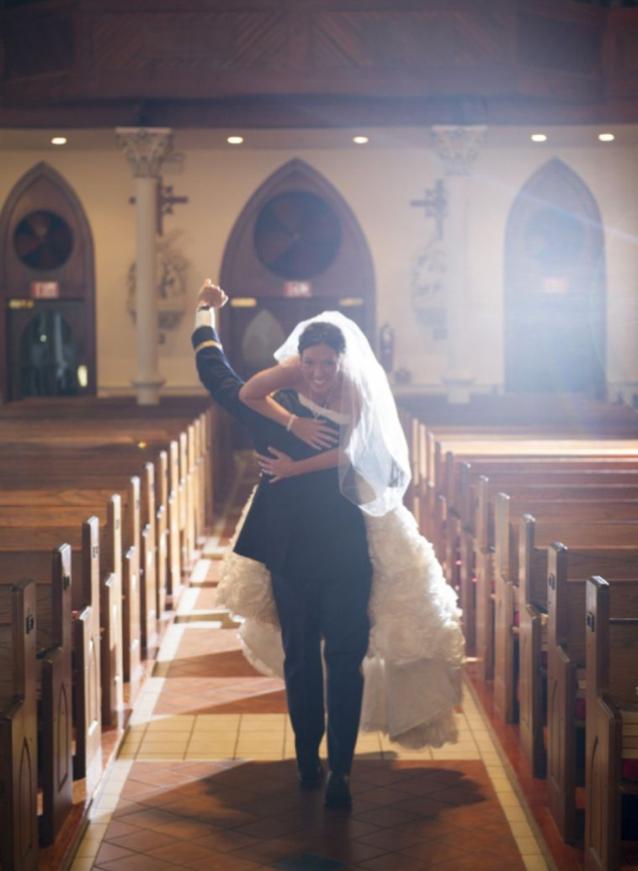 Viral Wedding Photos // The Overwhelmed Bride Wedding Blog + Southern California Wedding Planne