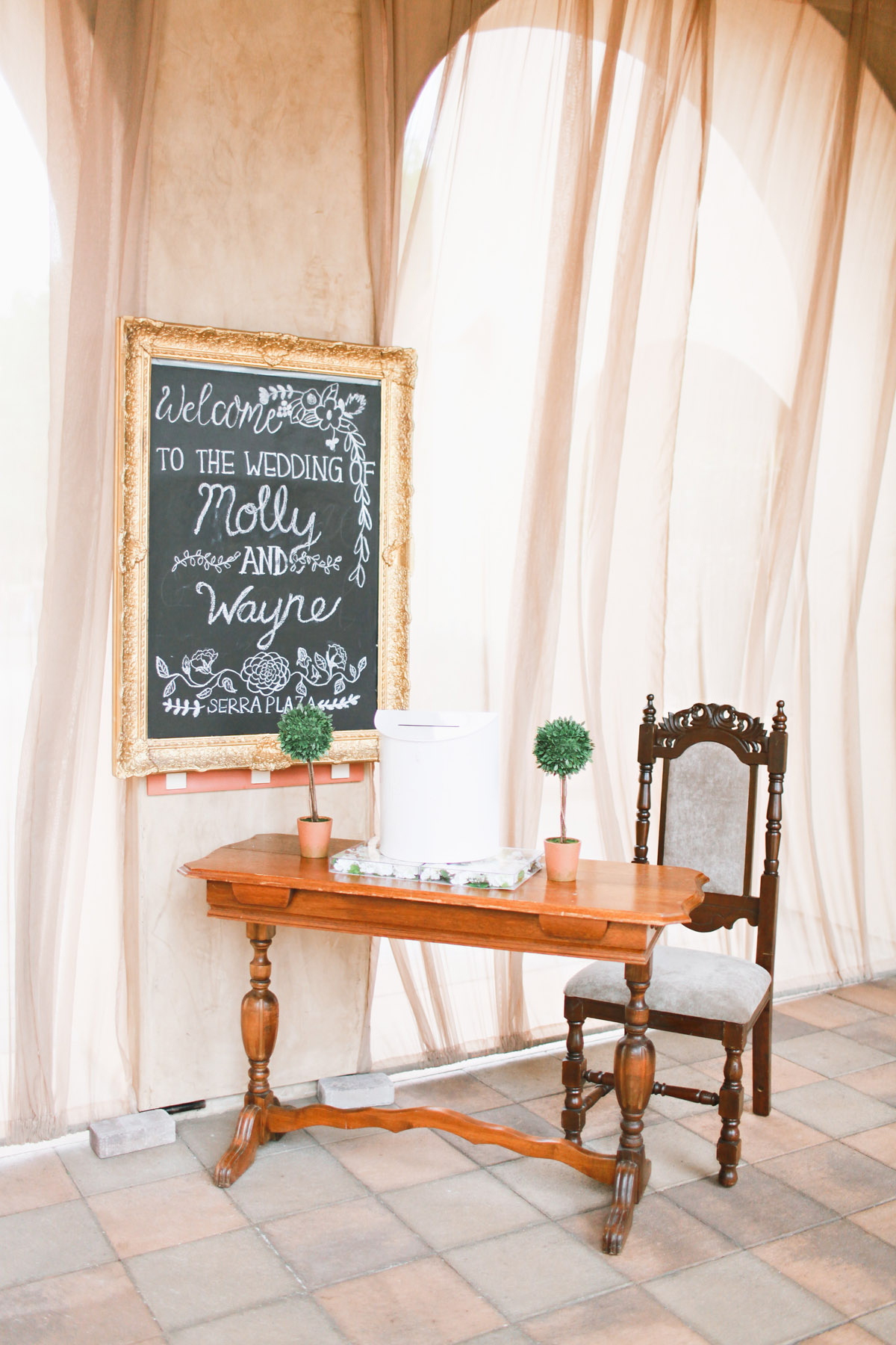 vintage serra plaza welcome table