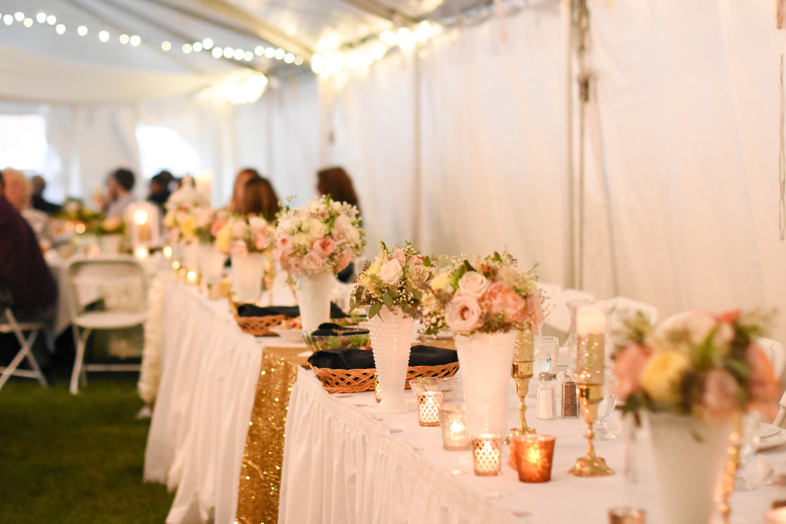 gold and white wedding reception decor //macy marie photography wedding