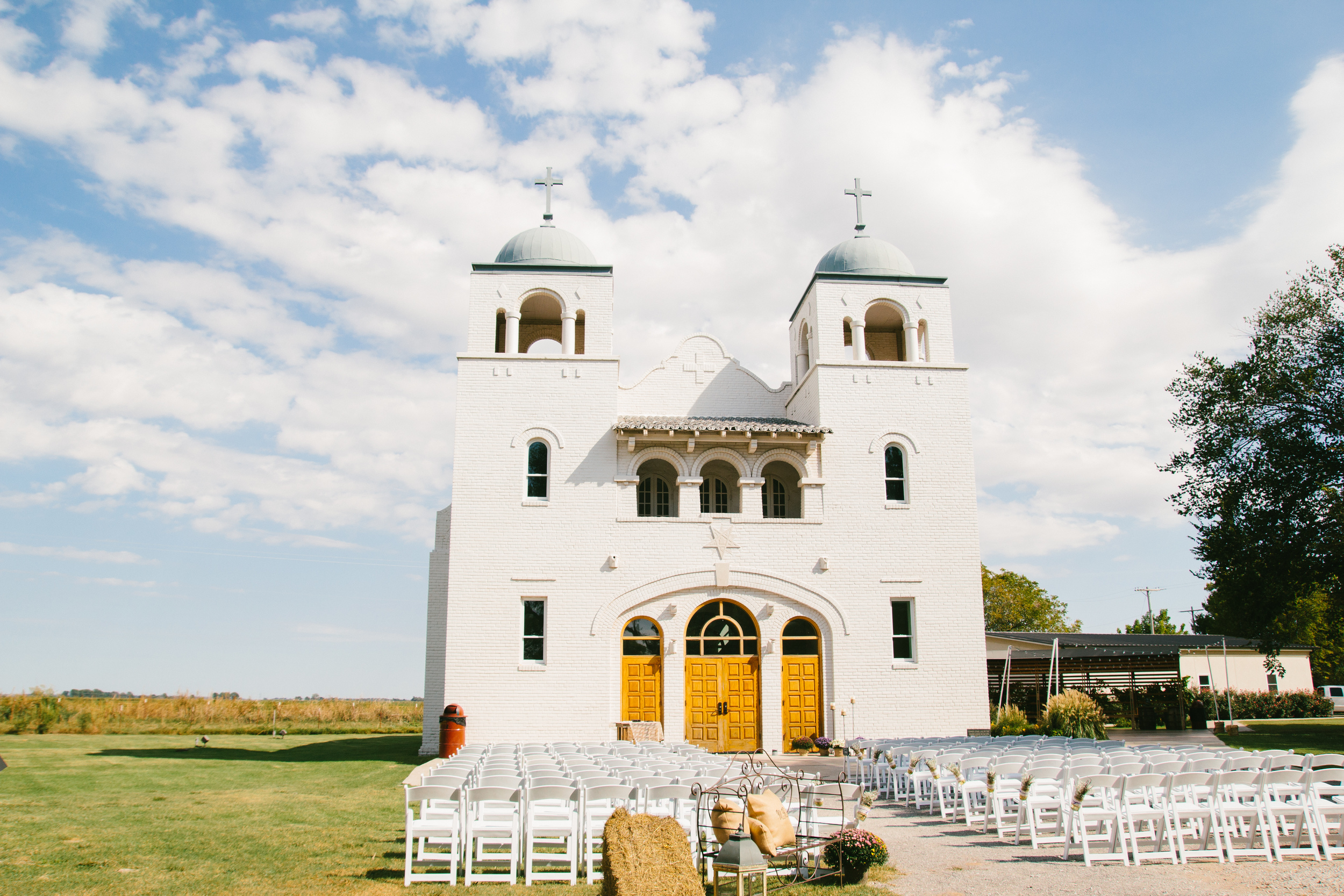 rustic intimate oklahoma wedding at Darlington Chapel