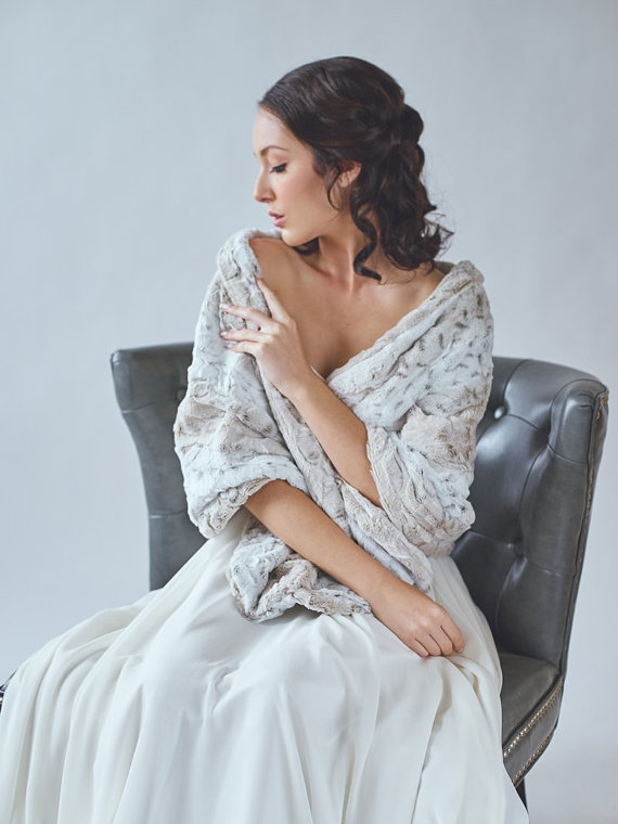 winter wedding faux fur shawl