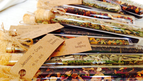 unique wedding favor ideas - loose leaf potpourri wedding favors