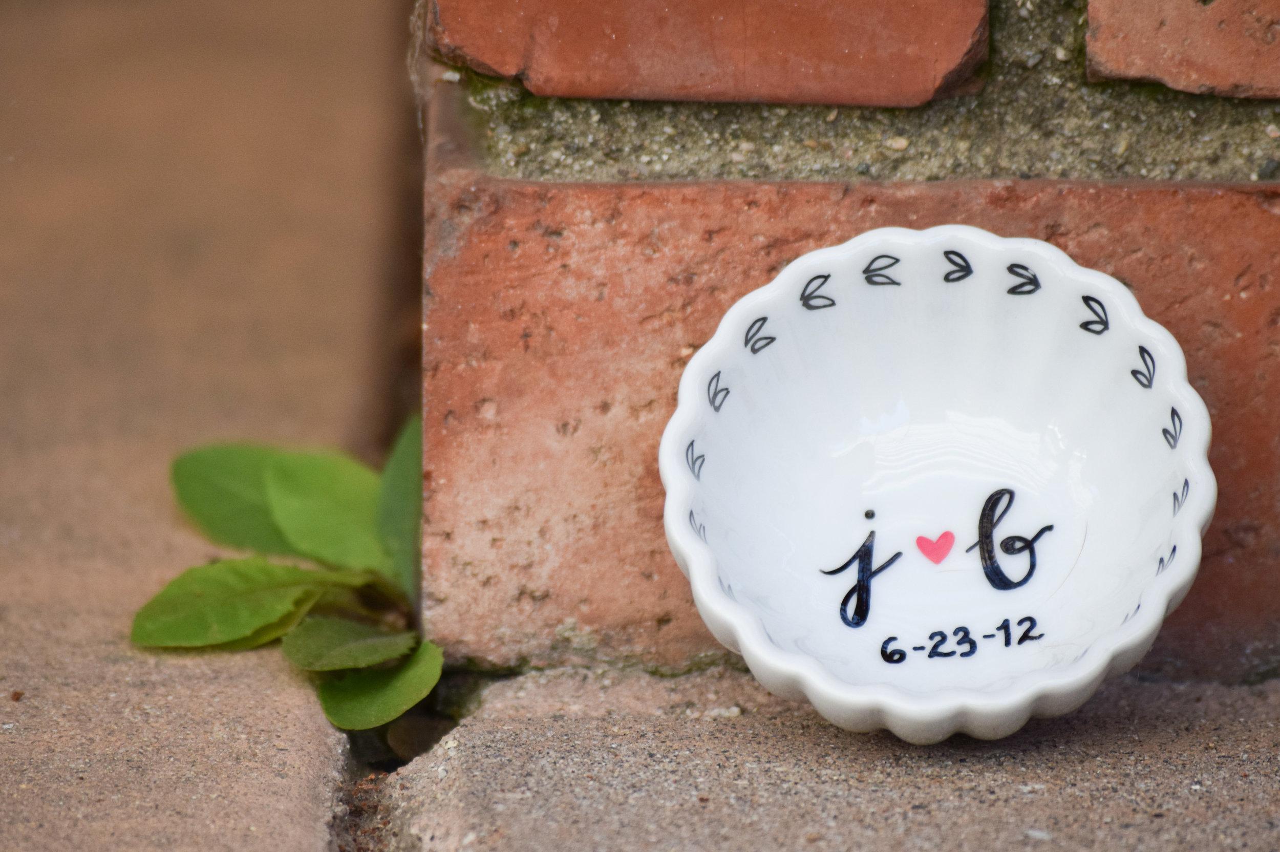 engagement ring holder, ring dish - Bowhead Design