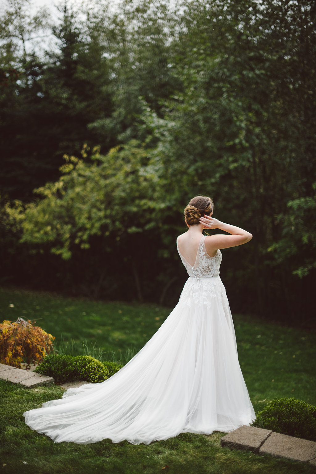 BHLDN Reagan Wedding Dress - Fall Wedding Bouquet - Vintage Bridal Hairstyle - STYLED WEDDING SHOOT | A Romantic Vintage Fall Wedding