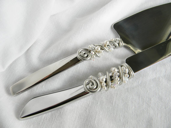 Pearl Handle Unique Wedding Cake and Knife Servers