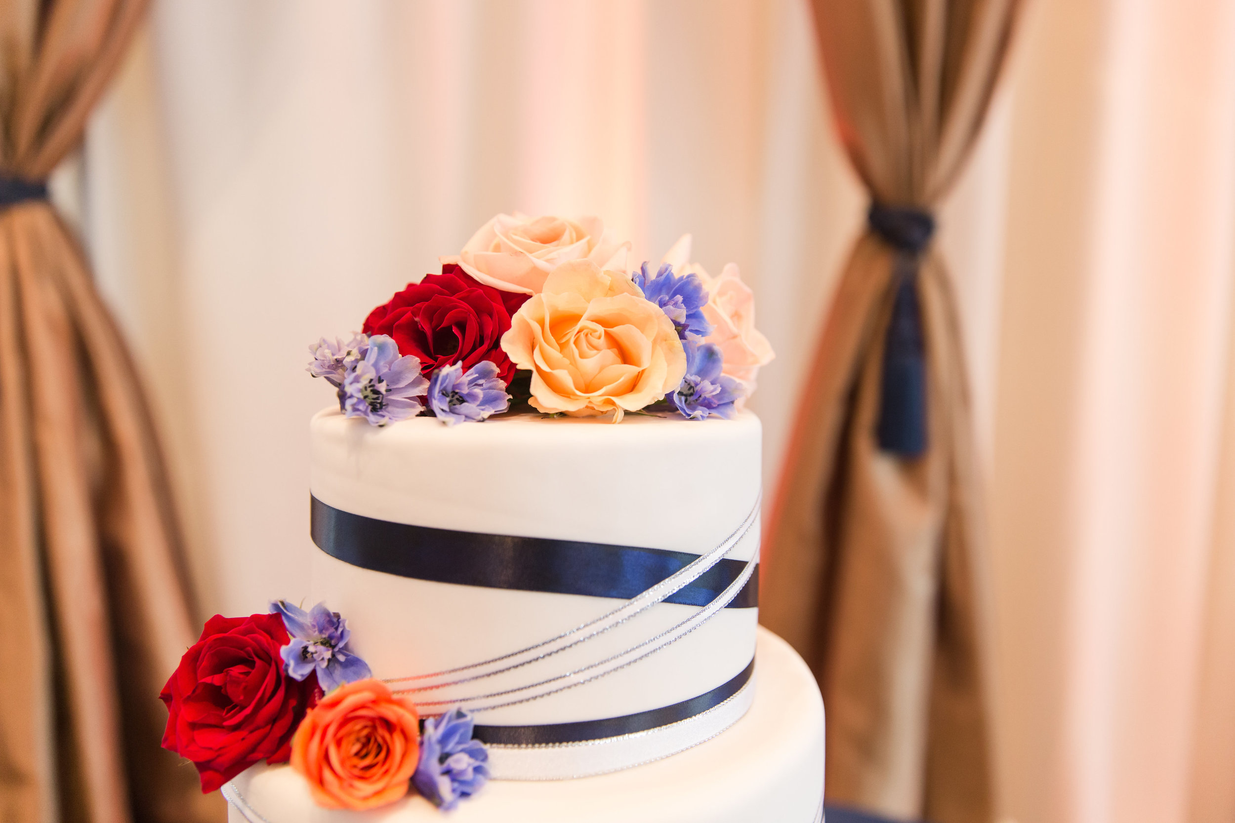 Blue and White Wedding cake - A Classic George Washington Hotel Wedding - Photography by Marirosa