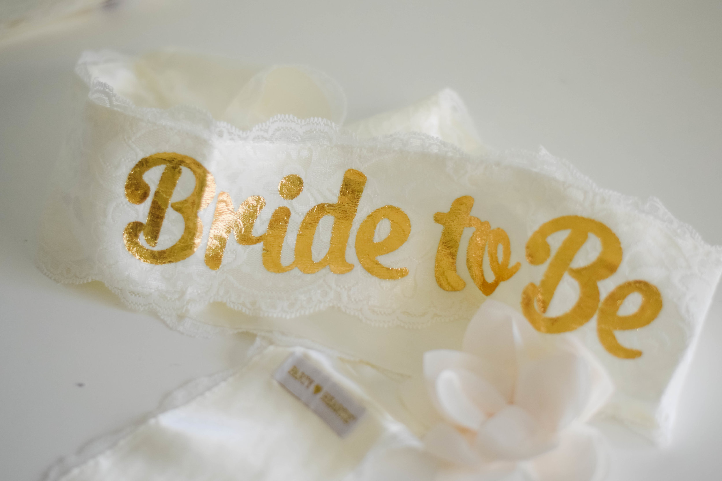 The Bridal Boutique | Bachelorette Party Lace Sash + Veil -- Kuulys