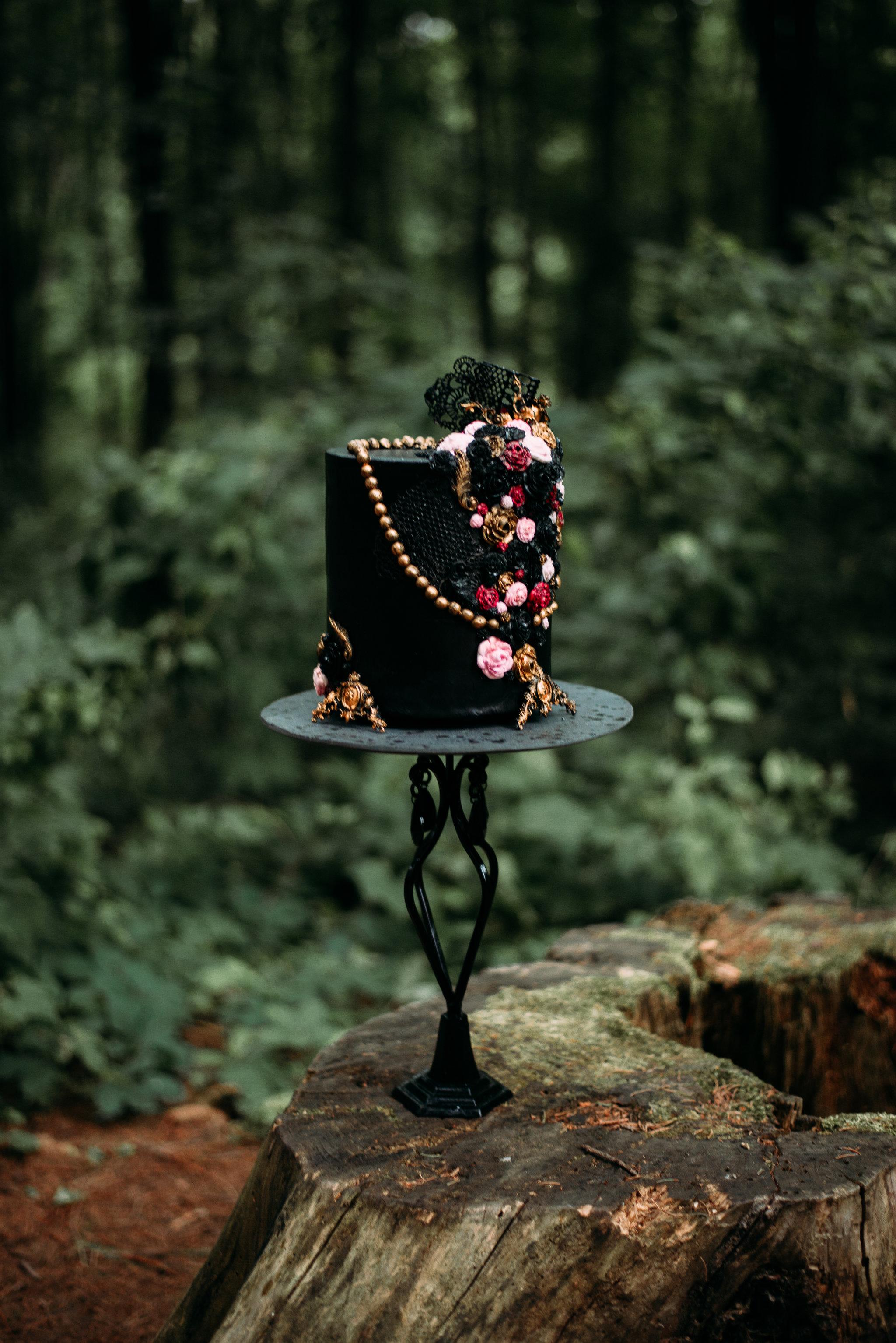Black Wedding Cake - Moody Wedding - Black Lace Wedding Dress - Moody Pink + White Wedding Bouquet -- Wedding Blog - The Overwhelmed Bride