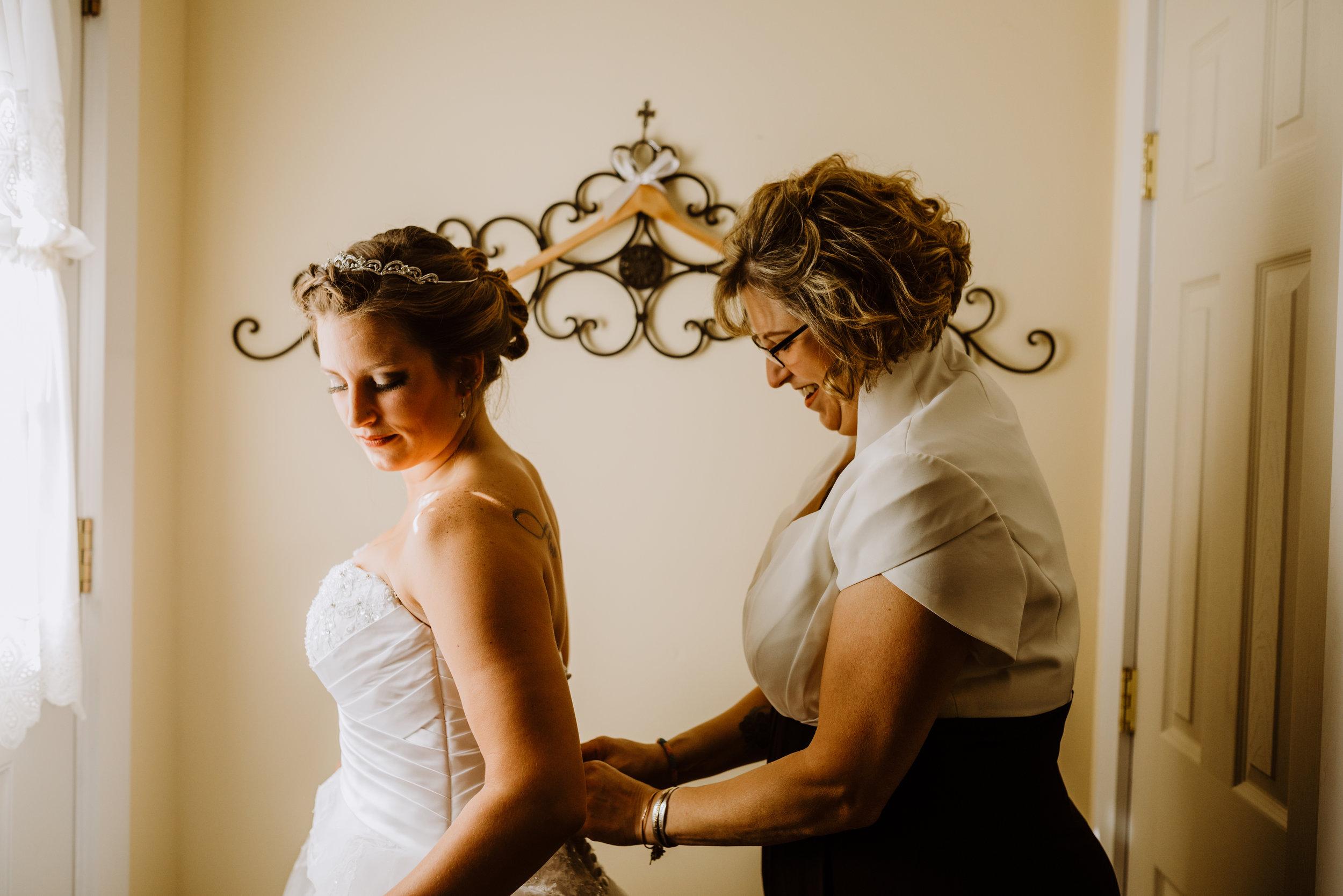 Gorgeous Wedding Photos - A Pennsylvania Barn Swallow Farm Wedding