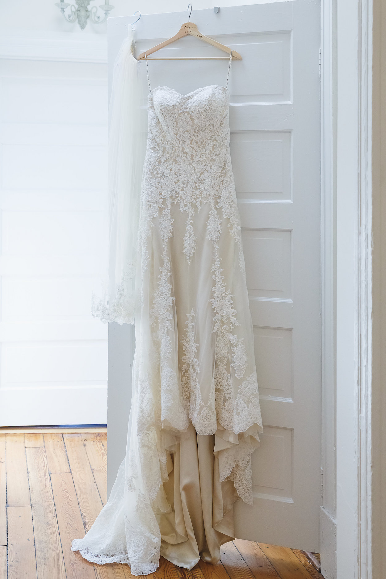 Gorgeous Lace Wedding Dress - Science Museum of Virginia Wedding