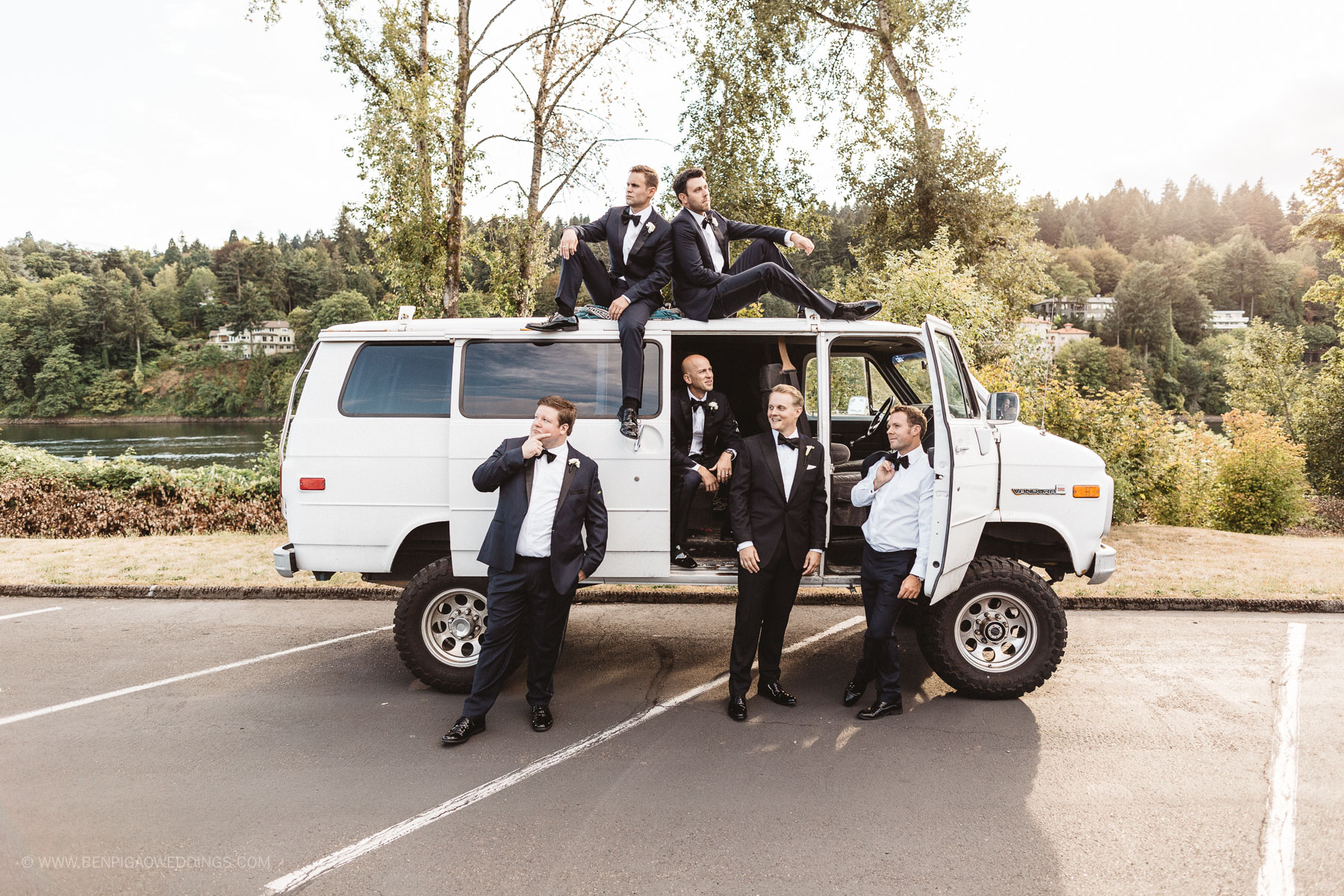Funny Groomsman Photos - Portland, Oregon Waverley Country Club Wedding