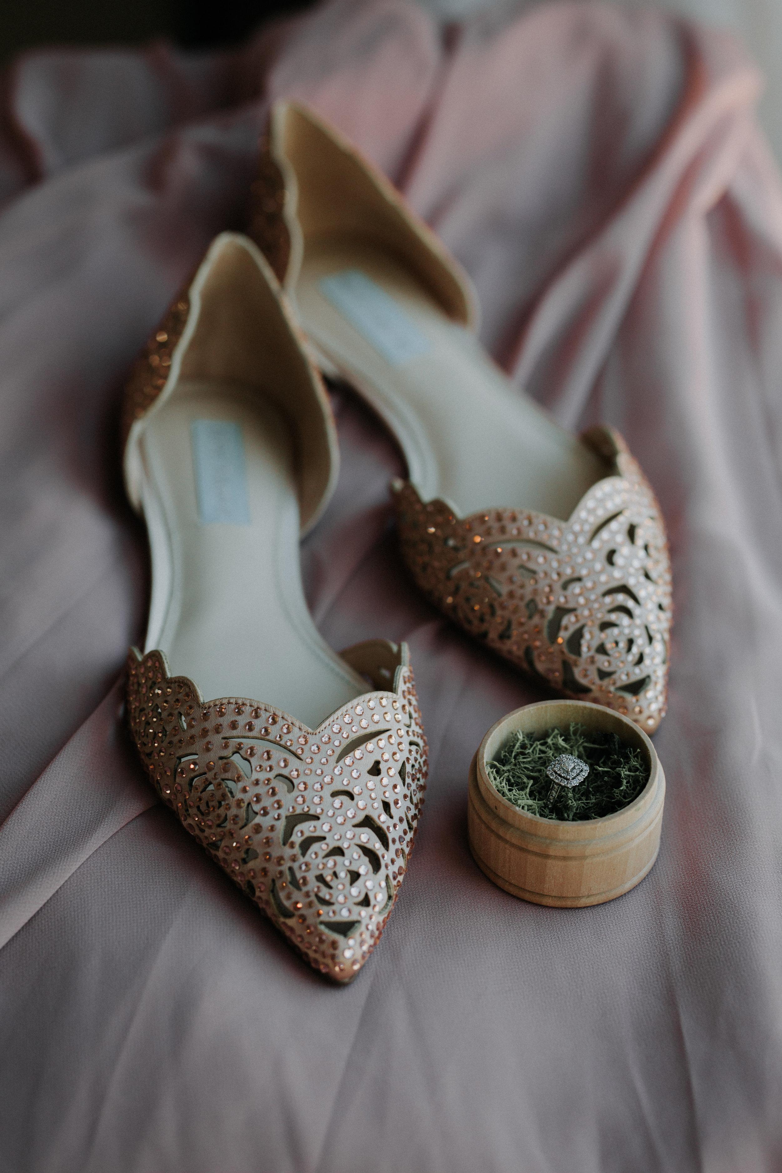 Bridal Flats - Dara's Garden Knoxville East Tennessee Wedding — The Overwhelmed Bride Wedding Blog