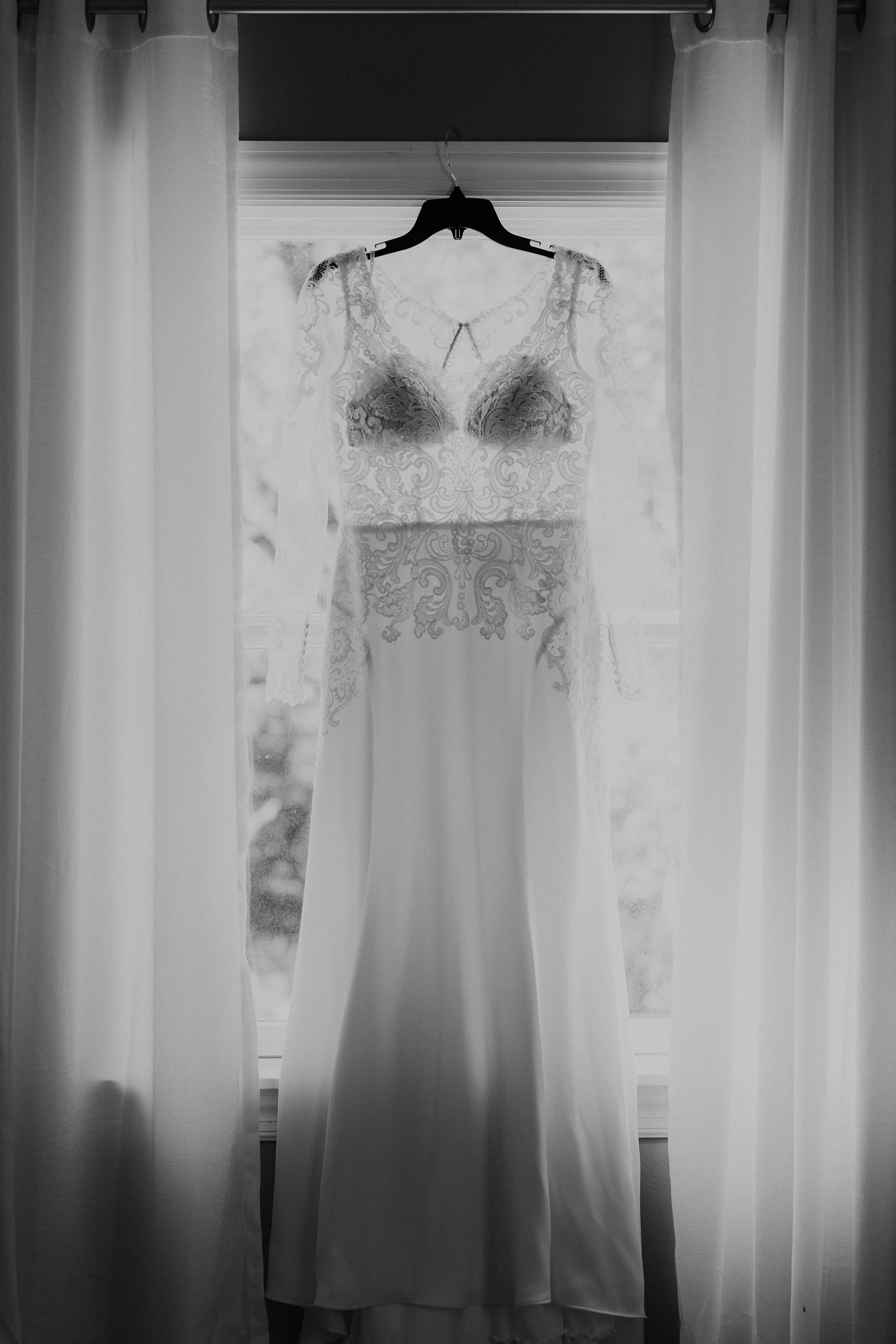 Simple Lace Wedding Dress - Dara's Garden Knoxville East Tennessee Wedding — The Overwhelmed Bride Wedding Blog
