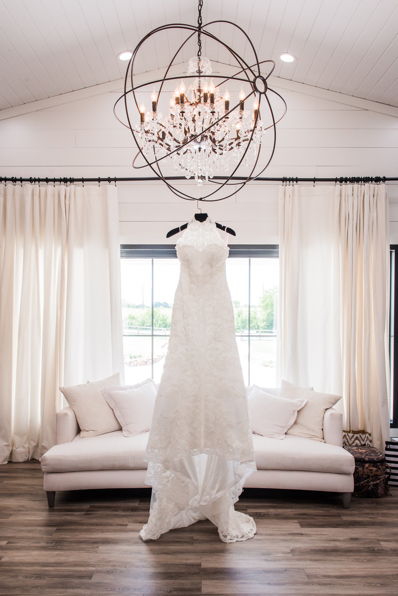 Houston, Texas Farmhouse Wedding Venue — The Overwhelmed Bride Wedding Blog