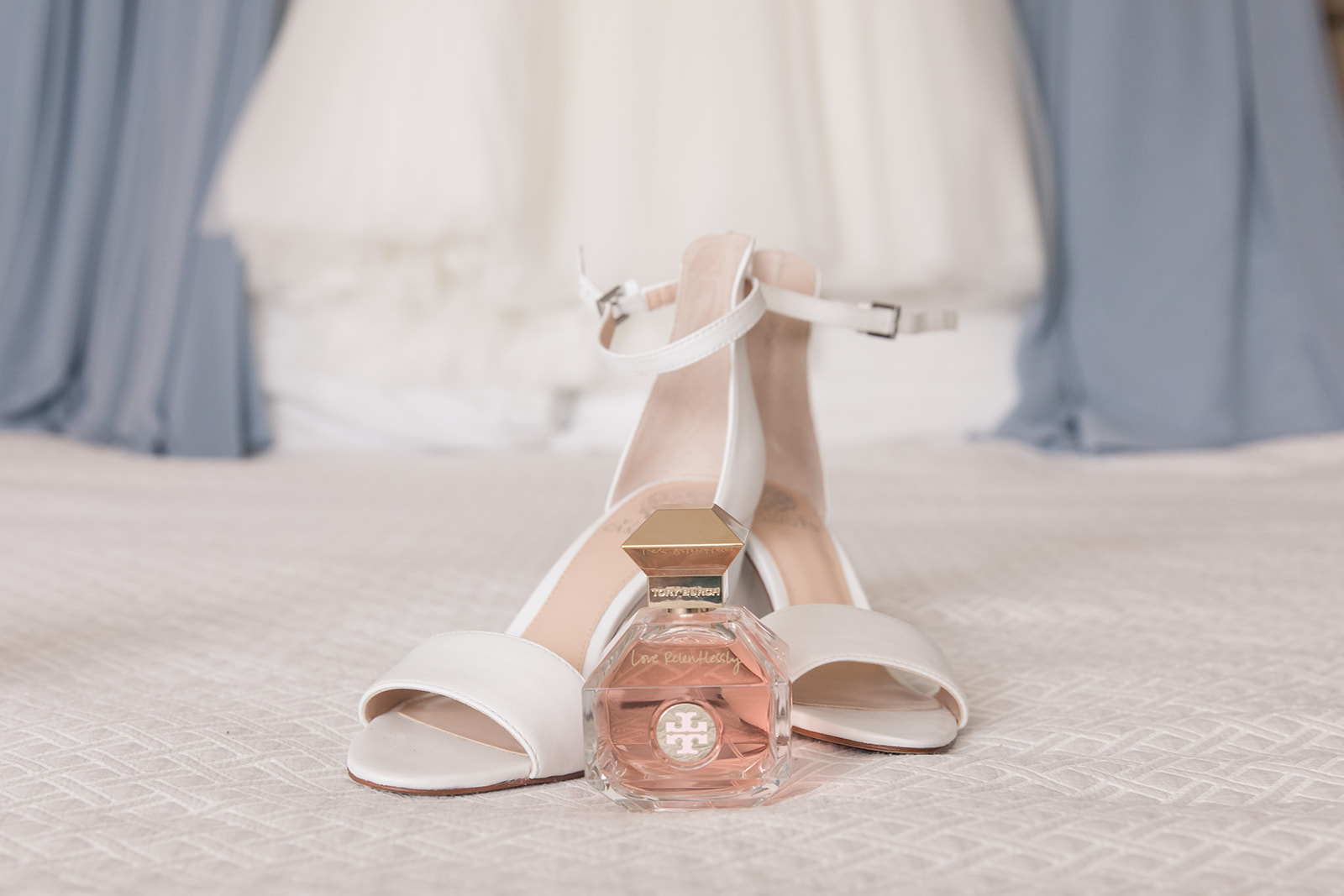 A Blush + White Lansdowne Resort Virginia Wedding - The Overwhelmed Bride Wedding Blog