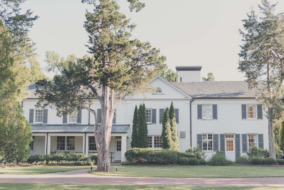 A Boxwood Estate Southern Wedding - The Overwhelmed Bride Wedding Ideas Inspiration Blog