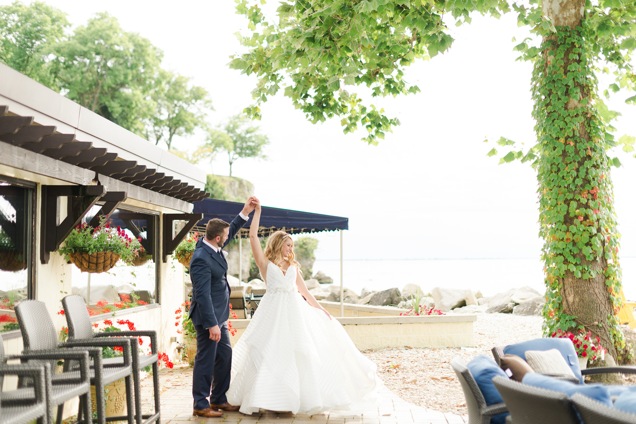A Catawba Island Club Ohio Wedding - The Overwhelmed Bride Wedding Inspiration Ideas Blog