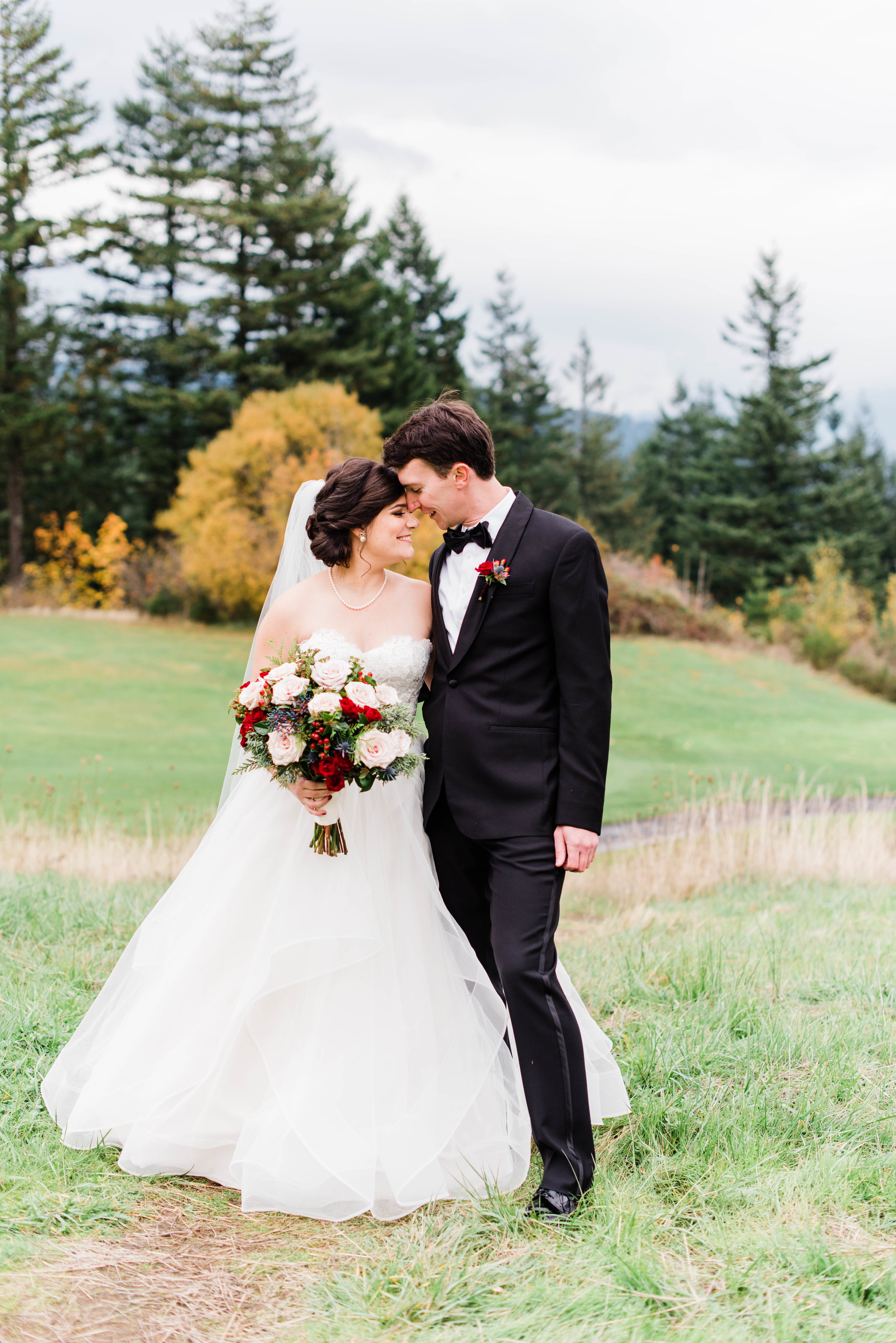 A Skamania Lodge Outdoor Wedding - The Overwhelmed Bride Wedding Ideas Inspiration Blog